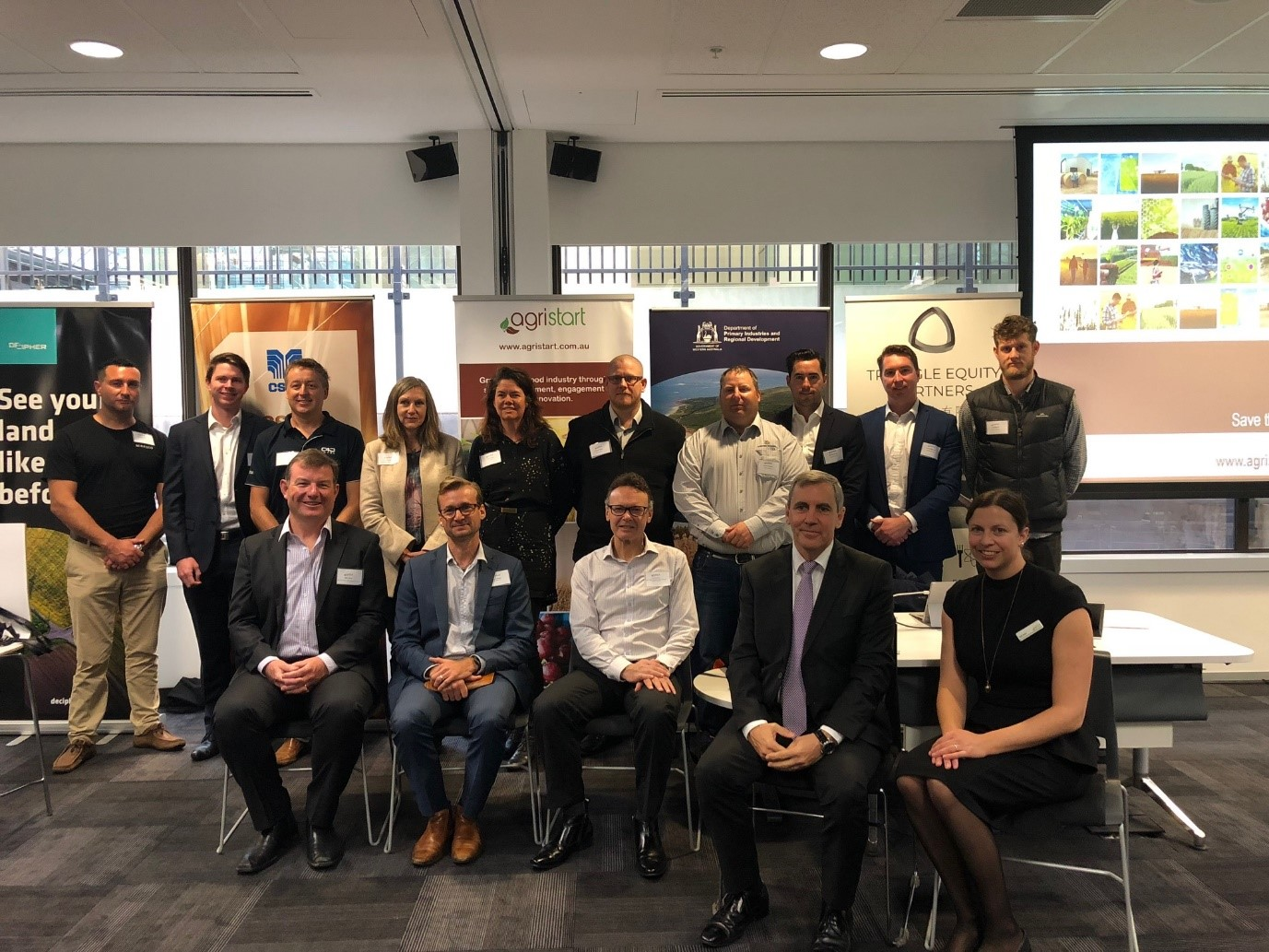 Parliamentary Secretary to the Minister for Water; Fisheries; Forestry; Innovation and ICT; Science, Chris Tallentire MLA and AgriStart Directors Tash Ayers and Peter Rossdeutscher with some of the HARVEST 2.0 cohort at the program launch.