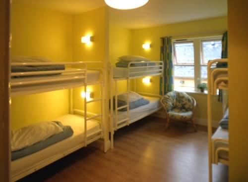 hostel dorm room-min.jpg