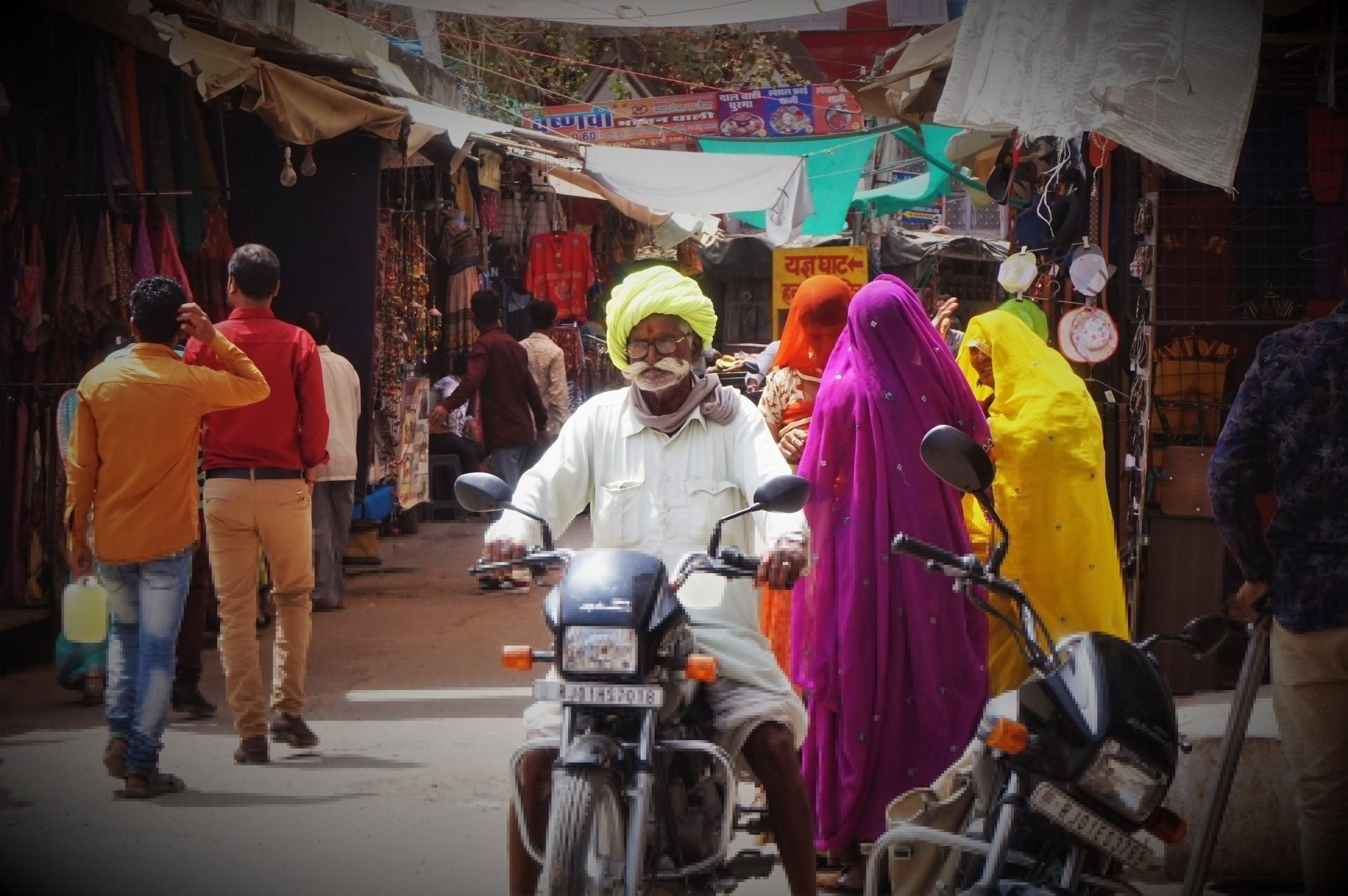 The people and the culture will add a lot of colour and interesting experiences to your Rajasthan itinerary! There are so many beautiful things to do in  Rajasthan.