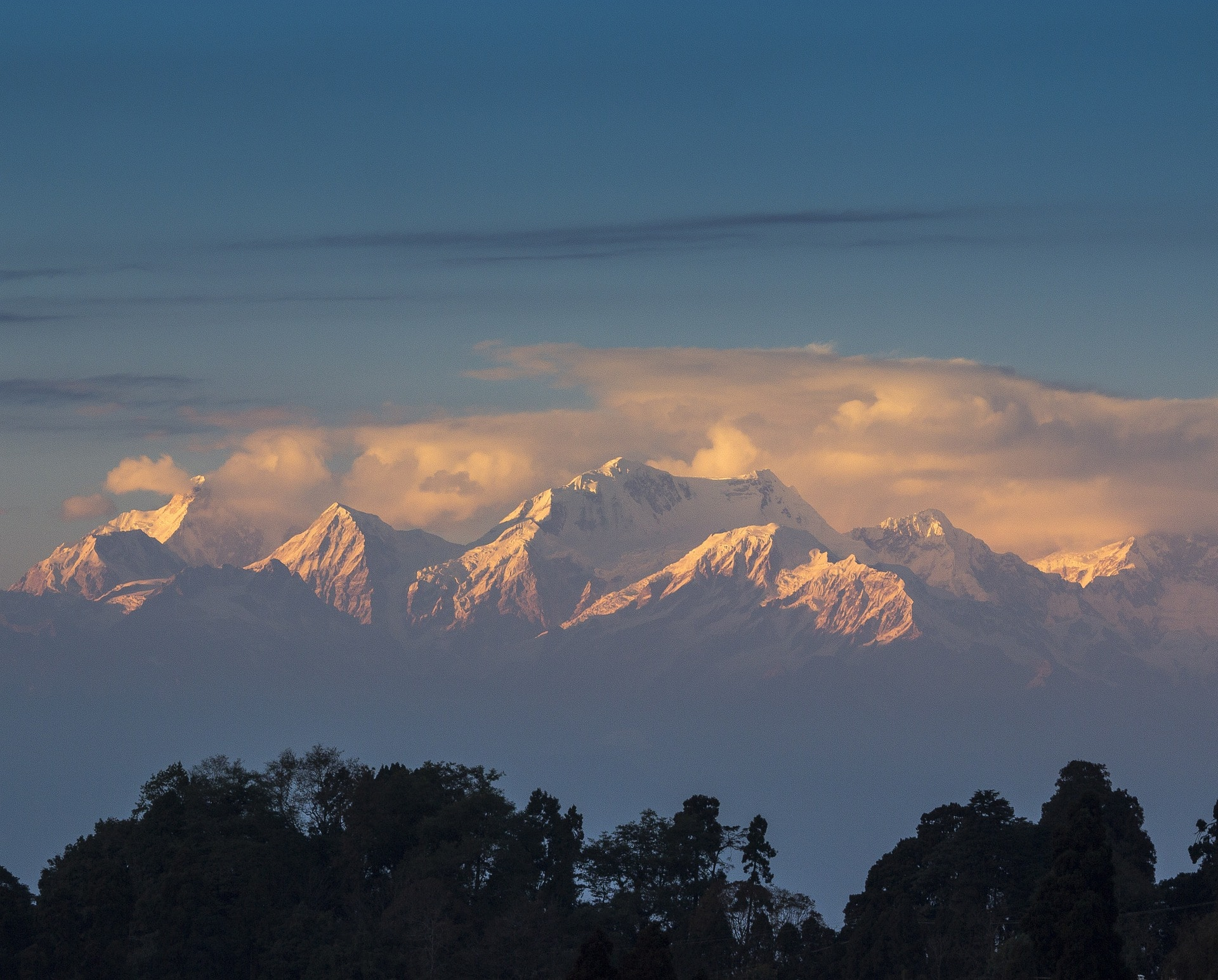 Beautiful views from Tiger Hill is one of the best things to include in your two day itinerary in Darjeeling!