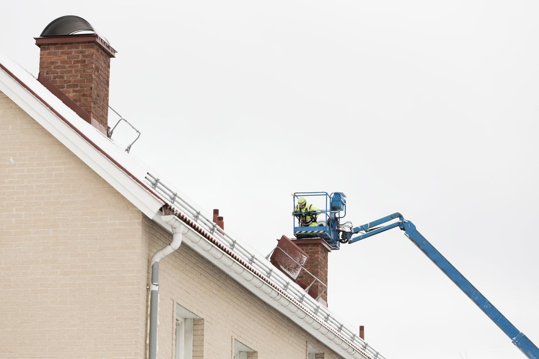 Ventilationskanaler tätas från taket och ner till lägenheterna.