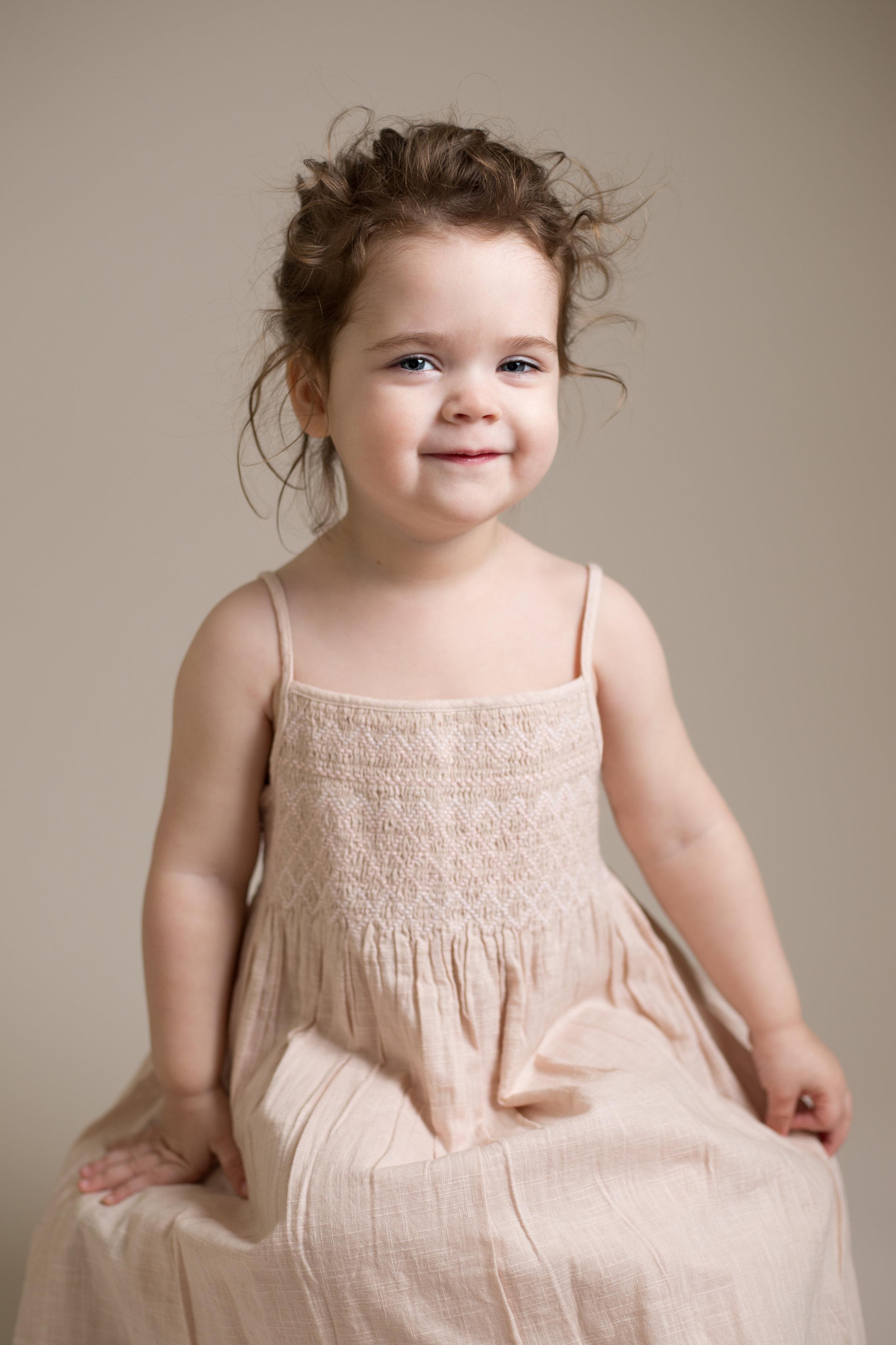 LEA-COOPER-PHOTOGRAPHY-WILLENHALL-WEST-MIDLANDS-WOLVERHAMPTON-CHILDREN-SESSION-WOLVERHAMPTON-BIRMINGHAM-PINK-GIRL-SMILING.jpg