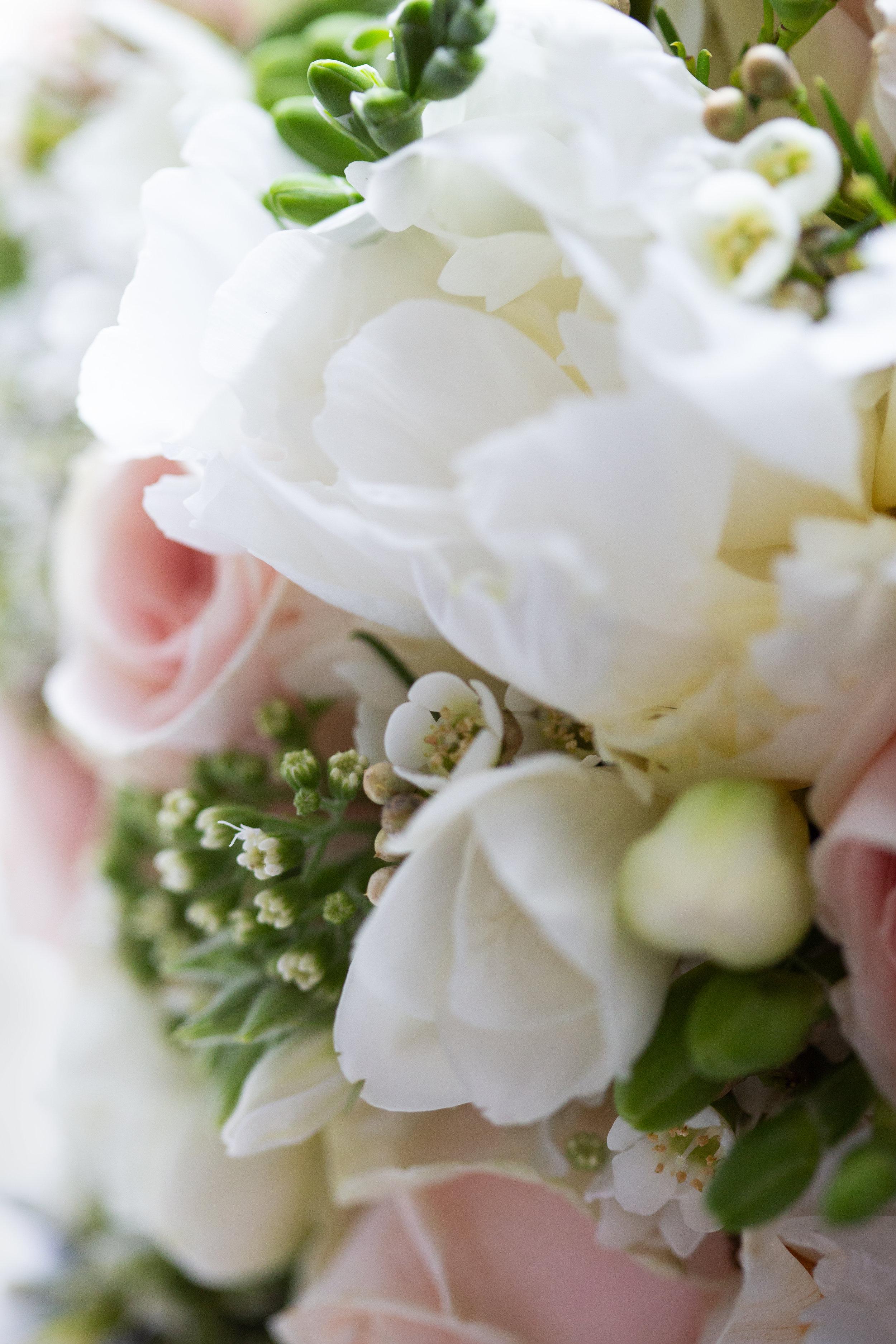 wedding-lea-cooper-photography-willenhall-west-midlands-wolverhampton-dudley-birmingham-uk-marriage-hadley-park-east-telford-flower-details.jpg
