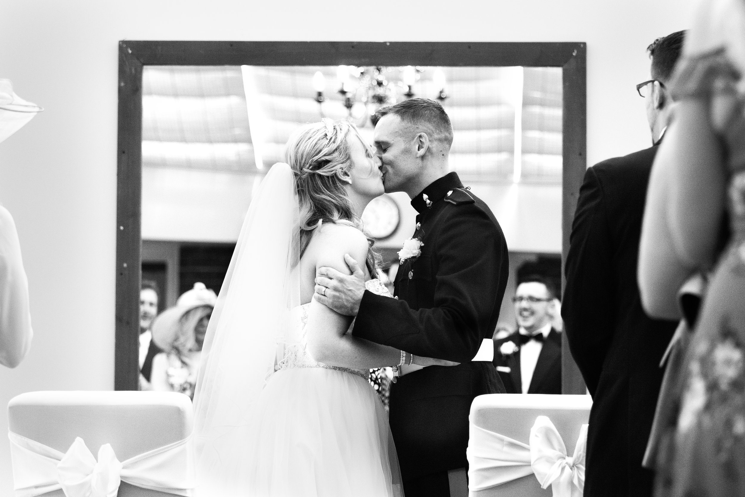 wedding-lea-cooper-photography-willenhall-west-midlands-wolverhampton-dudley-birmingham-uk-marriage-hadley-park-east-telford-first-kiss