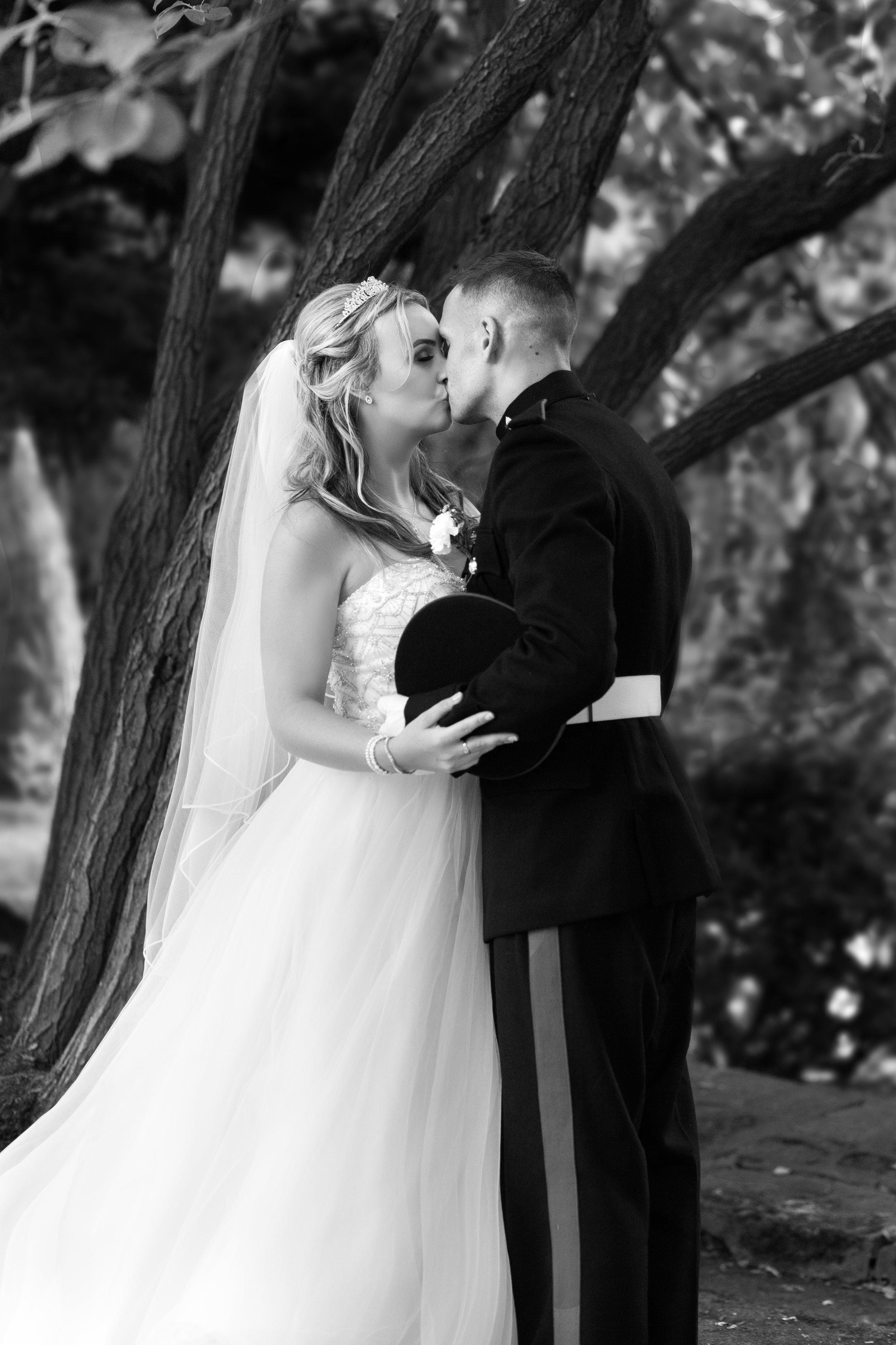 wedding-lea-cooper-photography-willenhall-west-midlands-wolverhampton-dudley-birmingham-uk-marriage-hadley-park-east-telford-couple-kiss.jpg