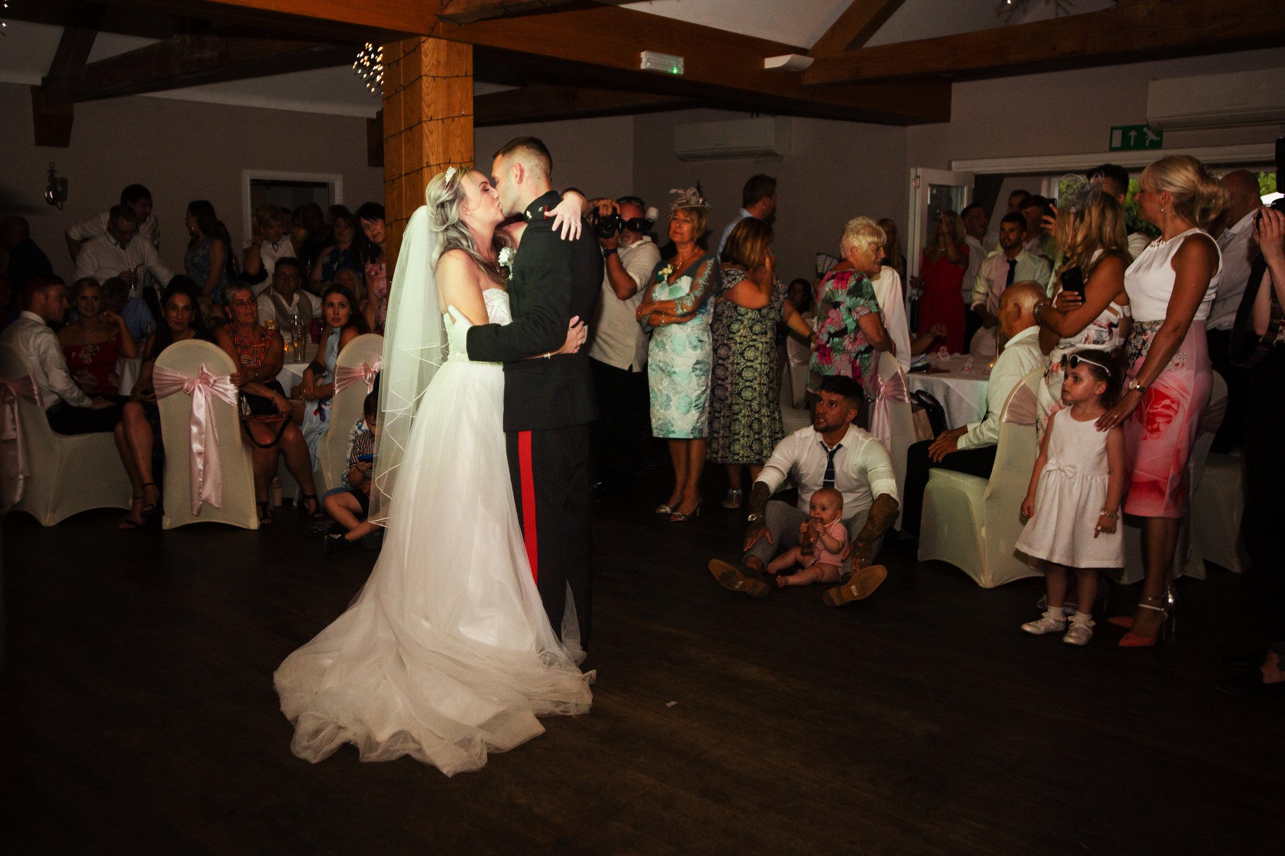 wedding-lea-cooper-photography-willenhall-west-midlands-wolverhampton-dudley-birmingham-uk-marriage-hadley-park-east-telford-first-dance.jpg