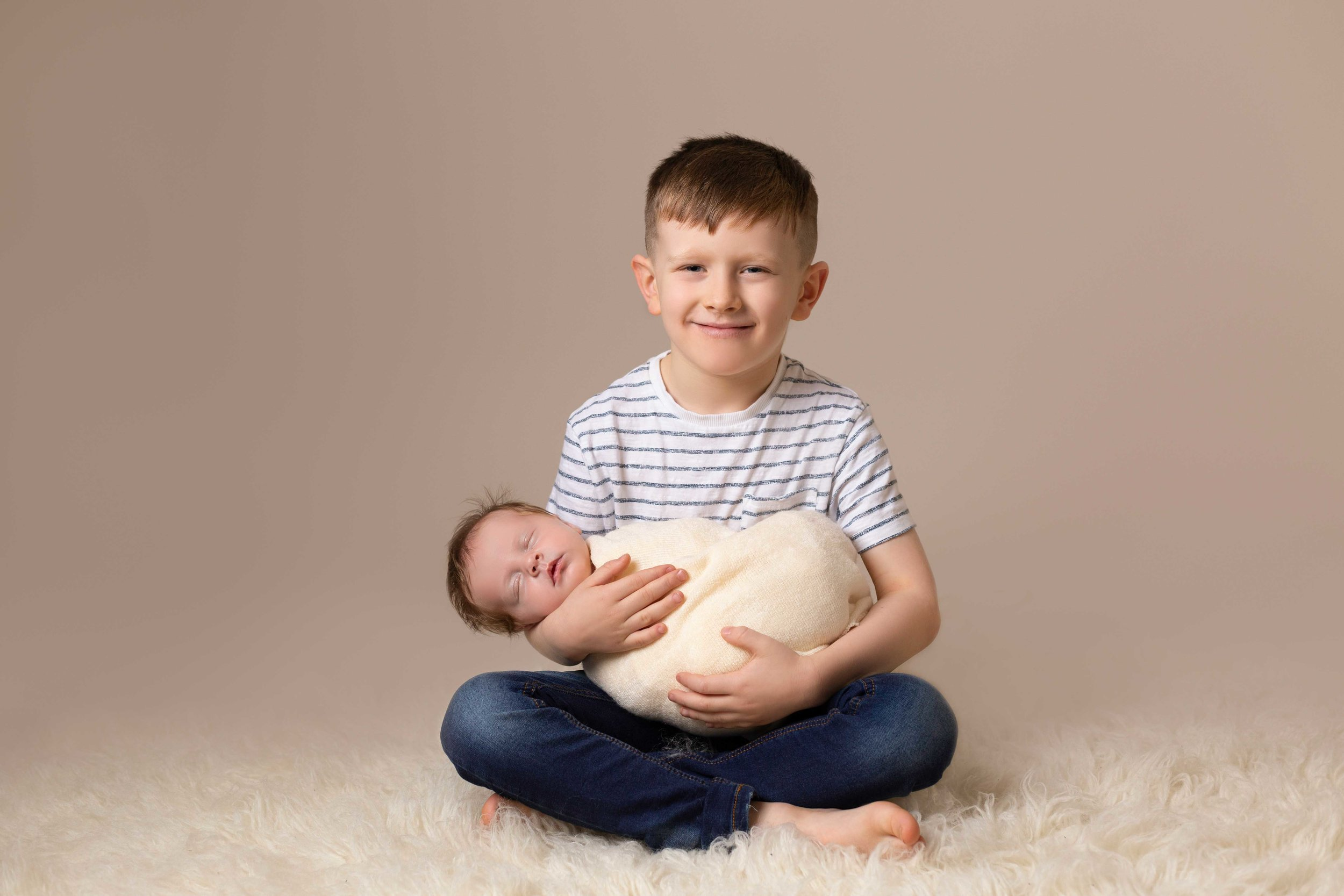 Lea-cooper-photography-newborn photography-willenhall-baby-photographer-wolverhampton-baby-photos-west-midlands-brother-sibling.jpg