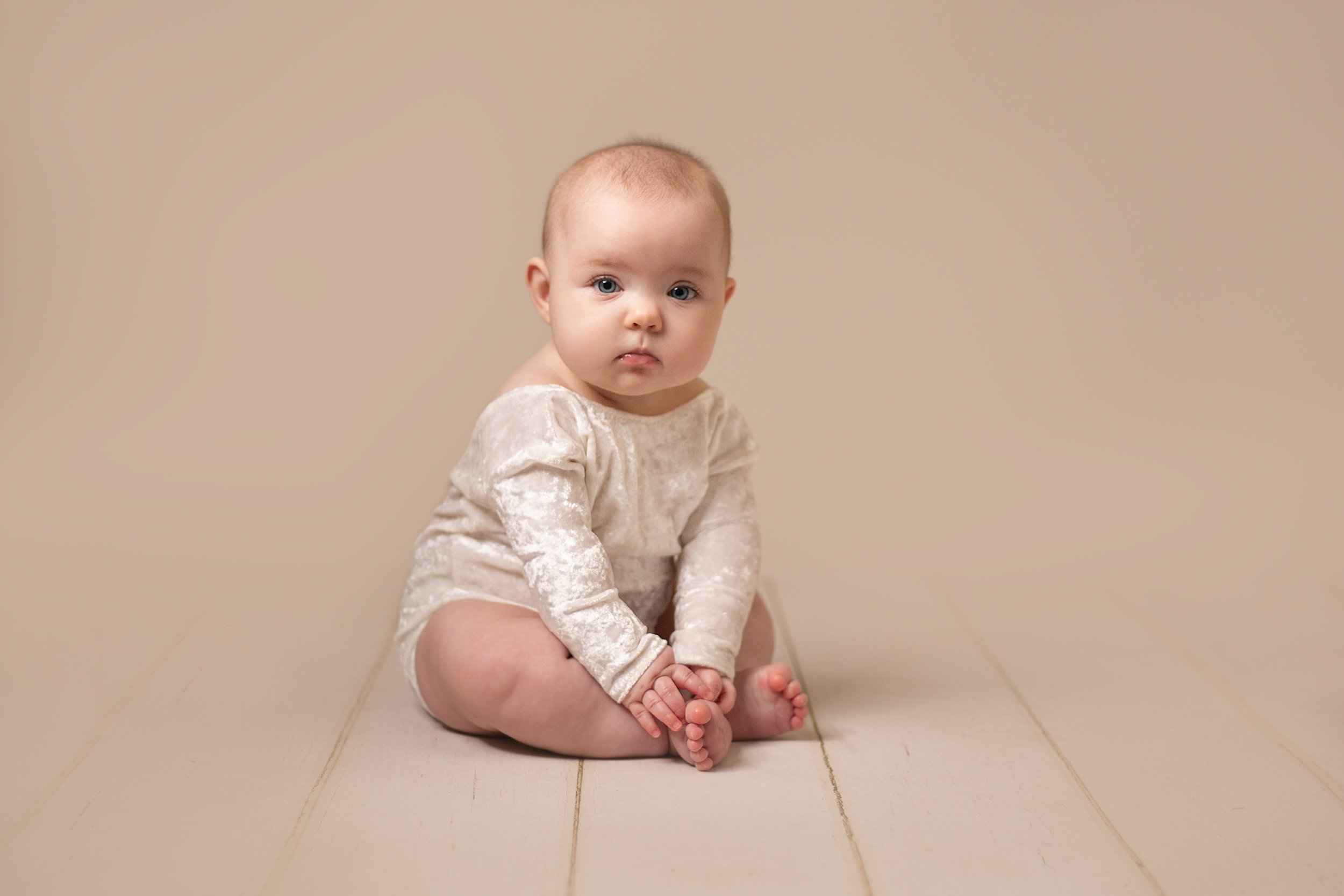 LEA-COOPER-PHOTOGRAPHY-CHILD-PHOTOGRAPHY-WILLENHALL-CHILDREN-PHOTOGRAPHER-WOLVERHAMPTON-BILSTON-WEDNESBURY-KIDS-PHOTOGRAPHER-SITTER-SESSION-MILESTONE--8.JPG