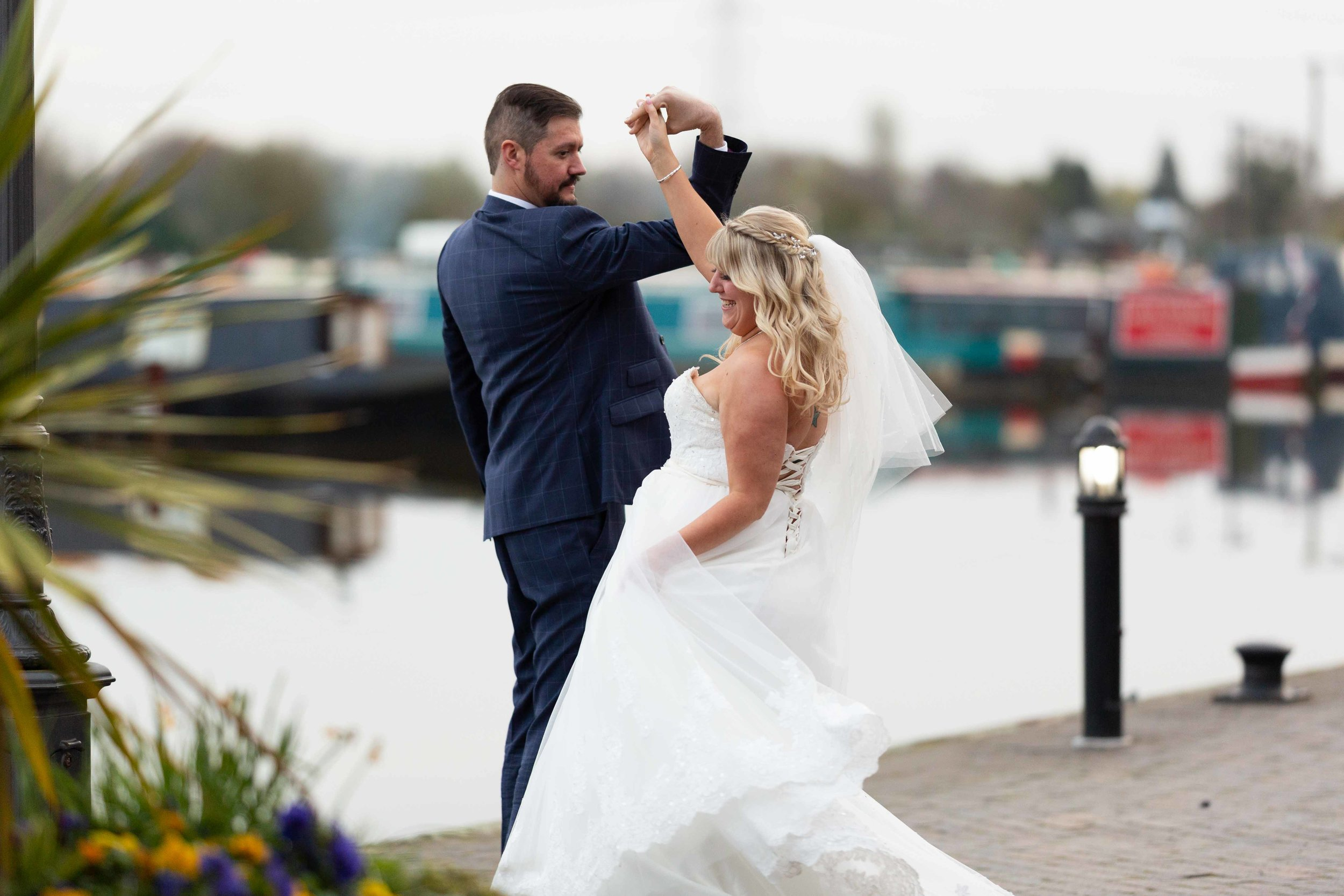 LEA-COOPER-PHOTOGRAPHY-WEDDING-PHOTOGRAPHER-BARTON-MARINA-THE-WATER-FRONT-THE-CROWS-NEST-WOLVERHAMPTON-UK-WEDDING-PHOTOS17.JPG