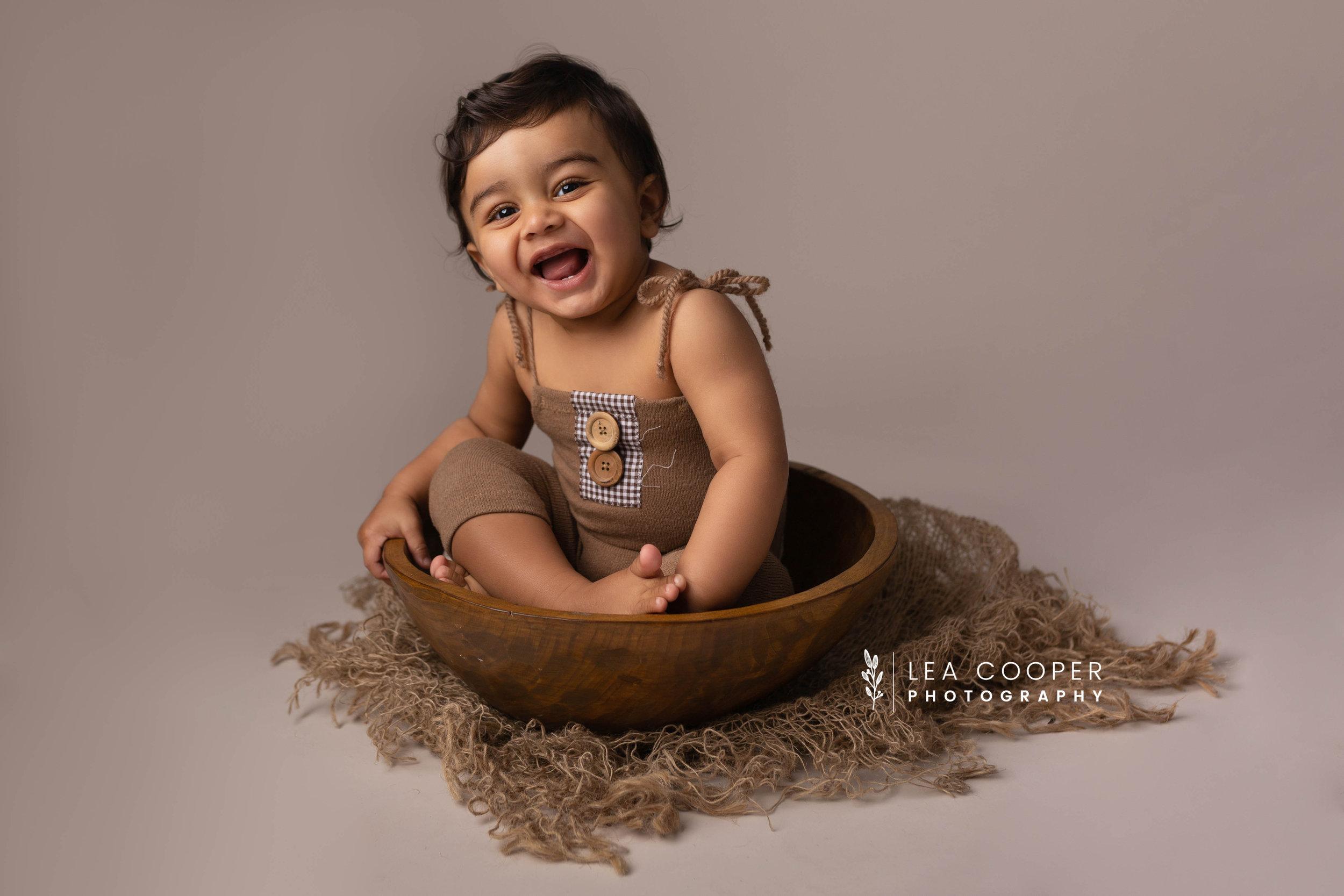 LEA-COOPER-PHOTOGRAPHY-CAKE-SMASH-PHOTOGRAPHER-WILLENALL-WOLVERHAMPTON-CHILD-PHOTOSHOOT-1ST—BIRTHDAY-PICTURES-WEDNESBURY-WALSALL-DUDLEY-WEST-MIDLANDS-UK-7.JPG