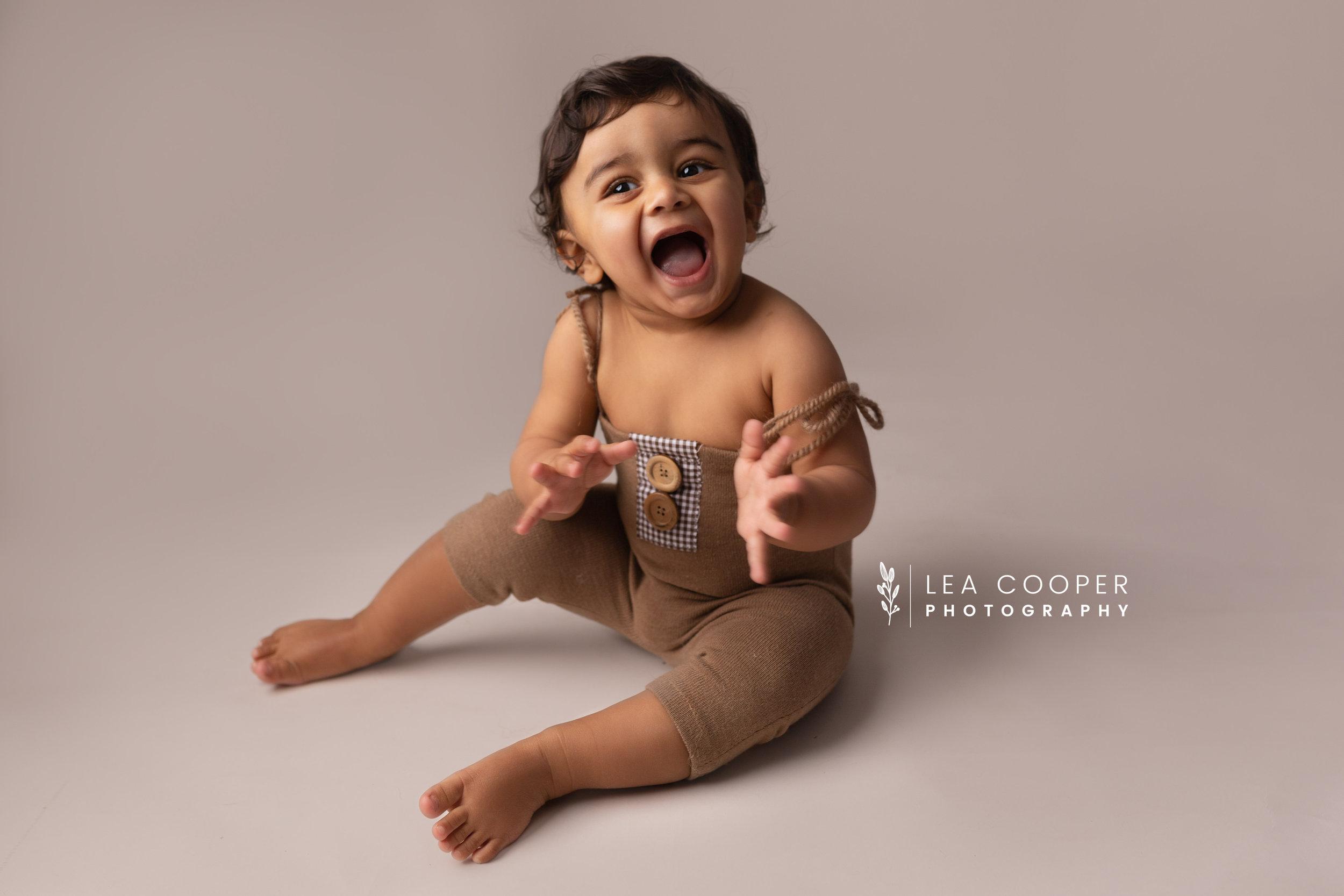 LEA-COOPER-PHOTOGRAPHY-CAKE-SMASH-PHOTOGRAPHER-WILLENALL-WOLVERHAMPTON-CHILD-PHOTOSHOOT-1ST—BIRTHDAY-PICTURES-WEDNESBURY-WALSALL-DUDLEY-WEST-MIDLANDS-UK-9.JPG