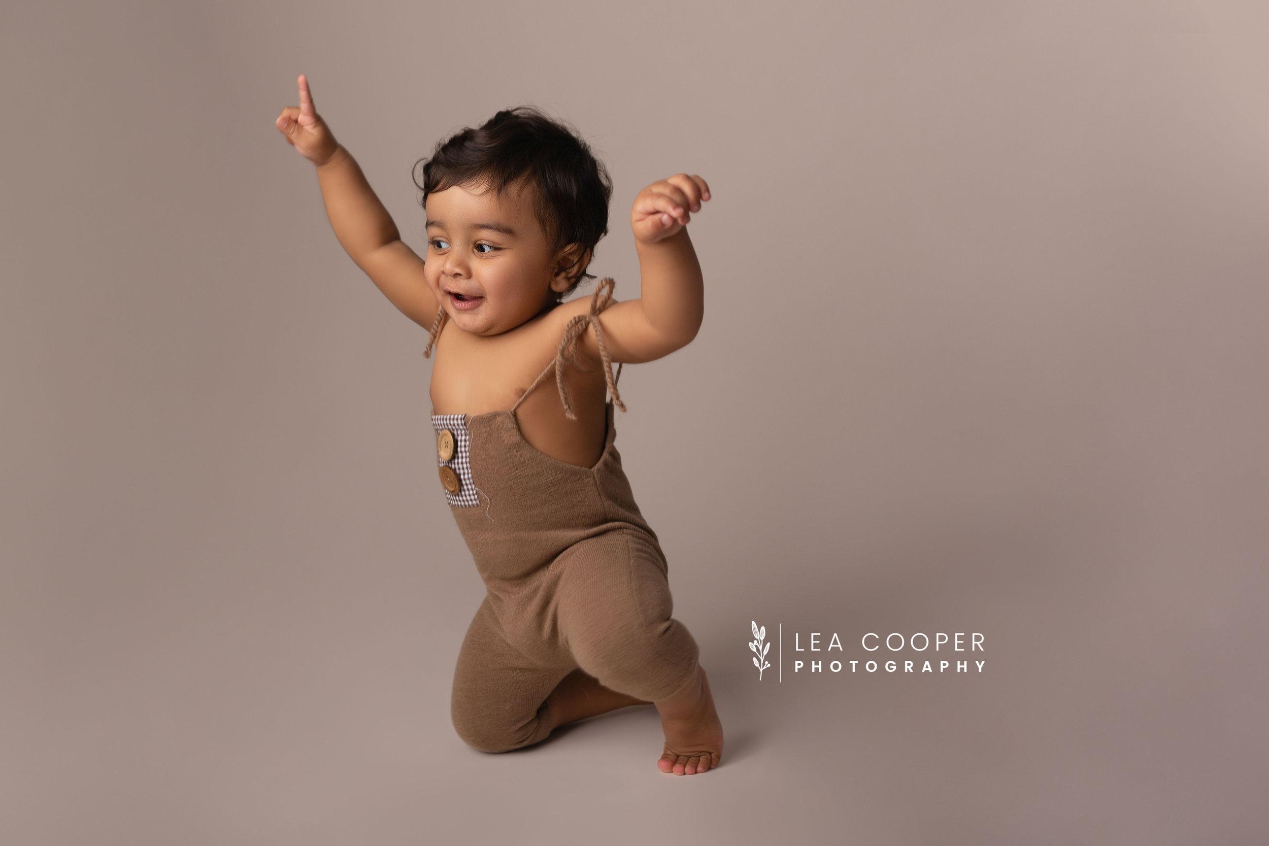 LEA-COOPER-PHOTOGRAPHY-CAKE-SMASH-PHOTOGRAPHER-WILLENALL-WOLVERHAMPTON-CHILD-PHOTOSHOOT-1ST—BIRTHDAY-PICTURES-WEDNESBURY-WALSALL-DUDLEY-WEST-MIDLANDS-UK-11.JPG