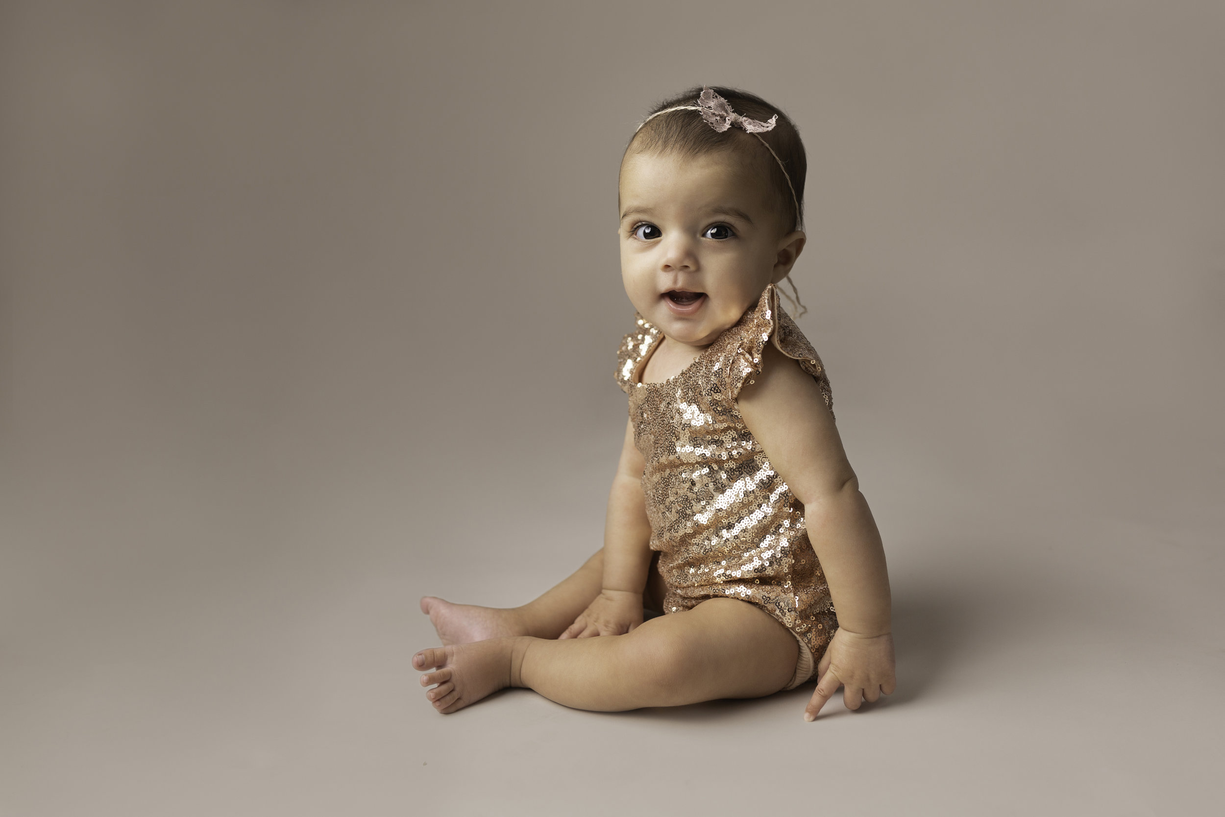Lea-cooper-photography-childrens-photographer-portrait-session-sitter-session-6-months-old-photos-willenhall-wolverahmpton-birmingham-west-midlands-uk-2.jpg