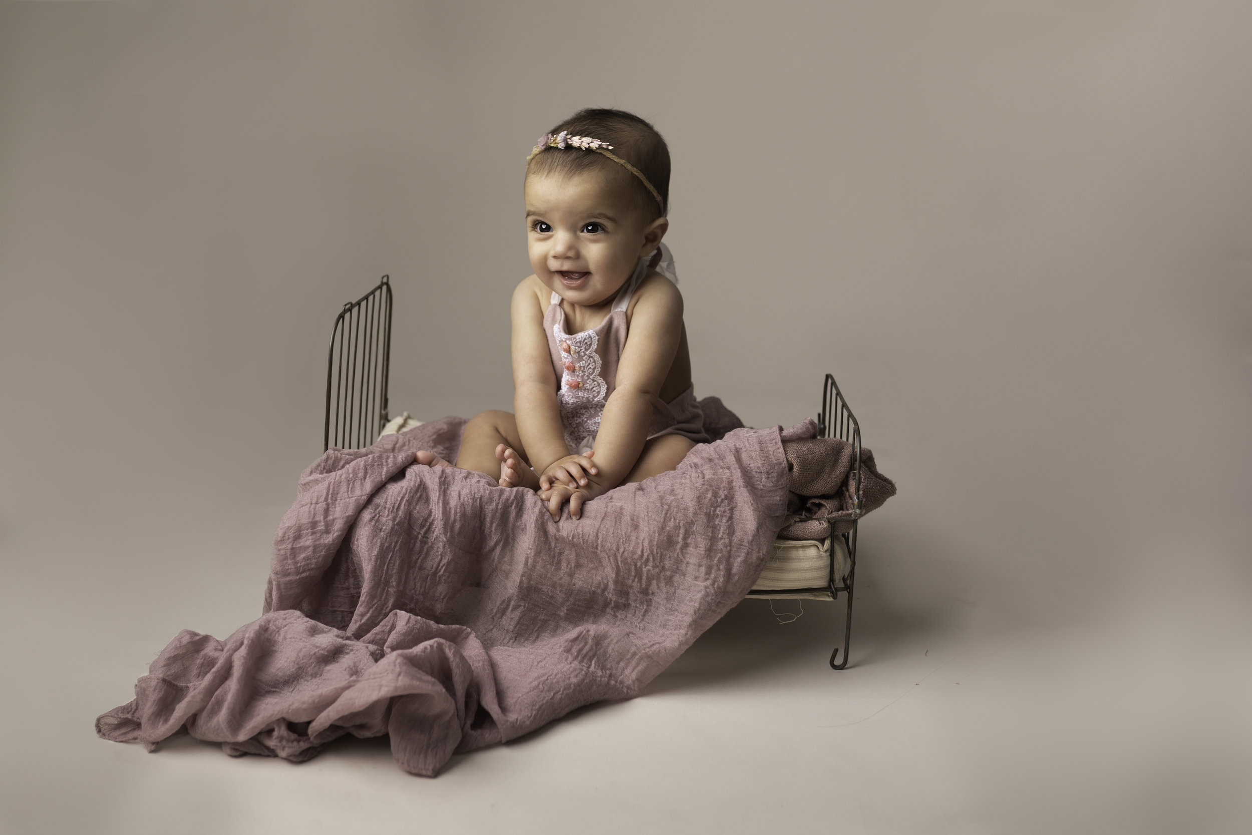 Lea-cooper-photography-childrens-photographer-portrait-session-sitter-session-6-months-old-photos-willenhall-wolverahmpton-birmingham-west-midlands-uk-5.jpg