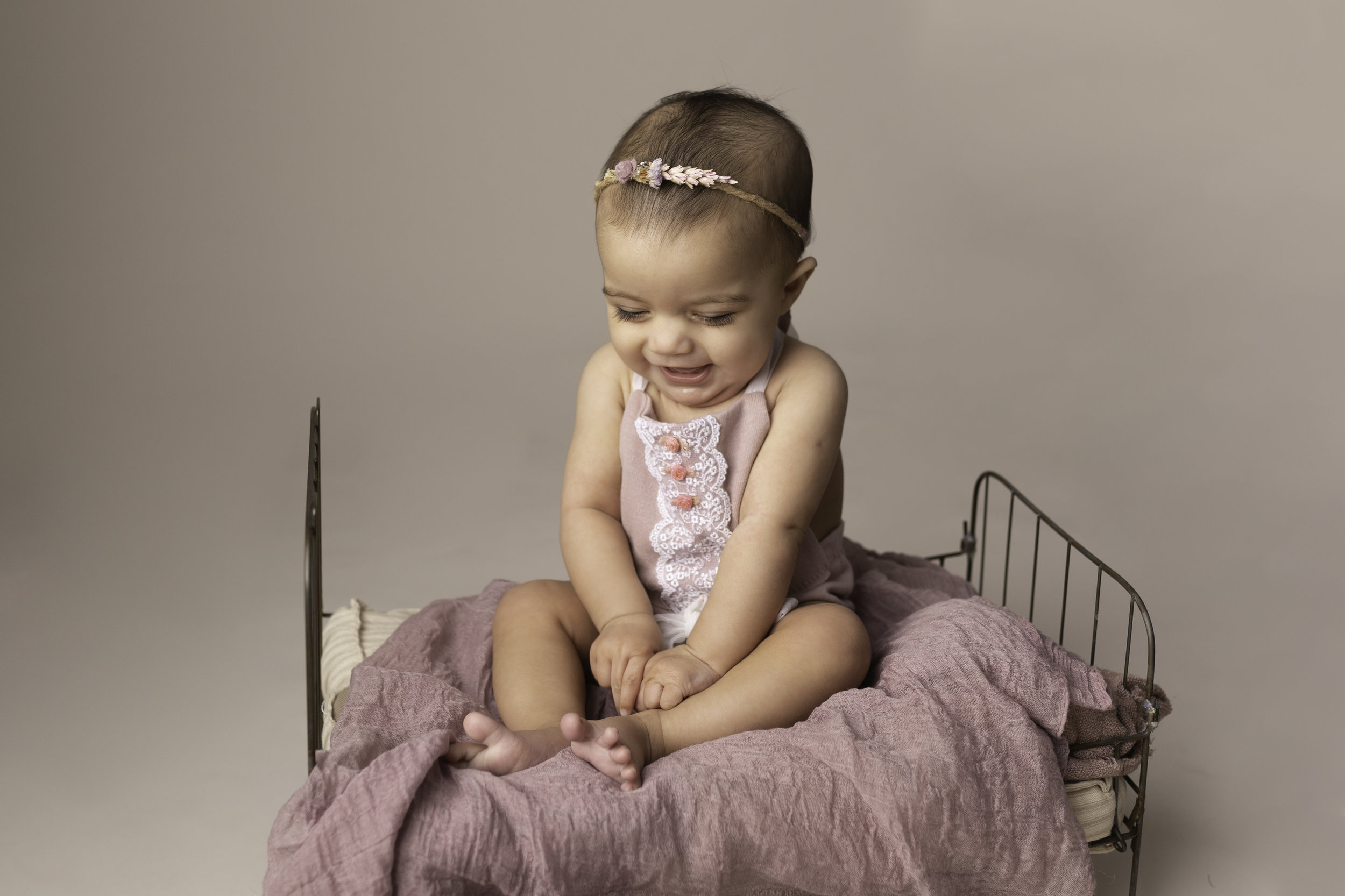 Lea-cooper-photography-childrens-photographer-portrait-session-sitter-session-6-months-old-photos-willenhall-wolverahmpton-birmingham-west-midlands-uk-6.jpg