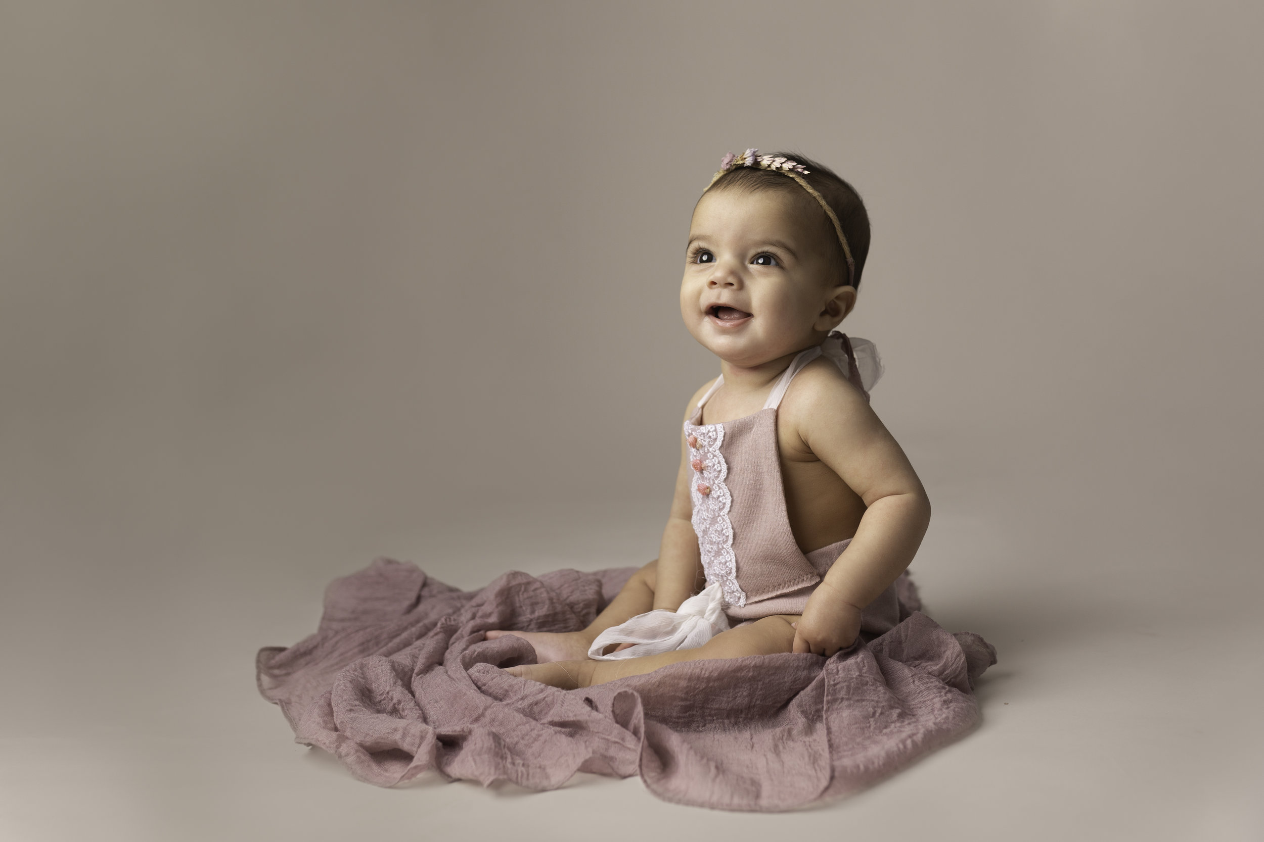 Lea-cooper-photography-childrens-photographer-portrait-session-sitter-session-6-months-old-photos-willenhall-wolverahmpton-birmingham-west-midlands-uk-8.jpg