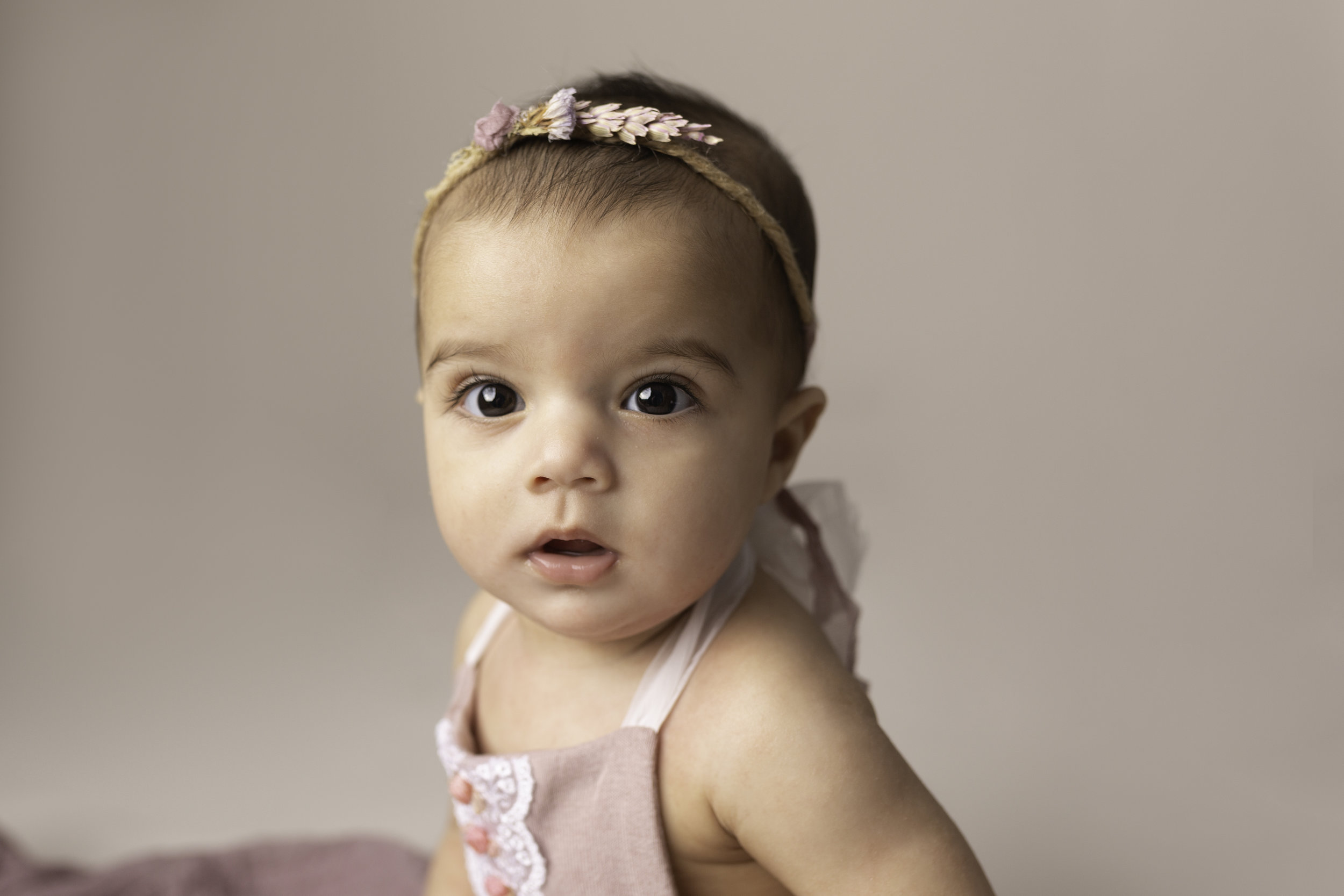 Lea-cooper-photography-childrens-photographer-portrait-session-sitter-session-6-months-old-photos-willenhall-wolverahmpton-birmingham-west-midlands-uk-9.jpg
