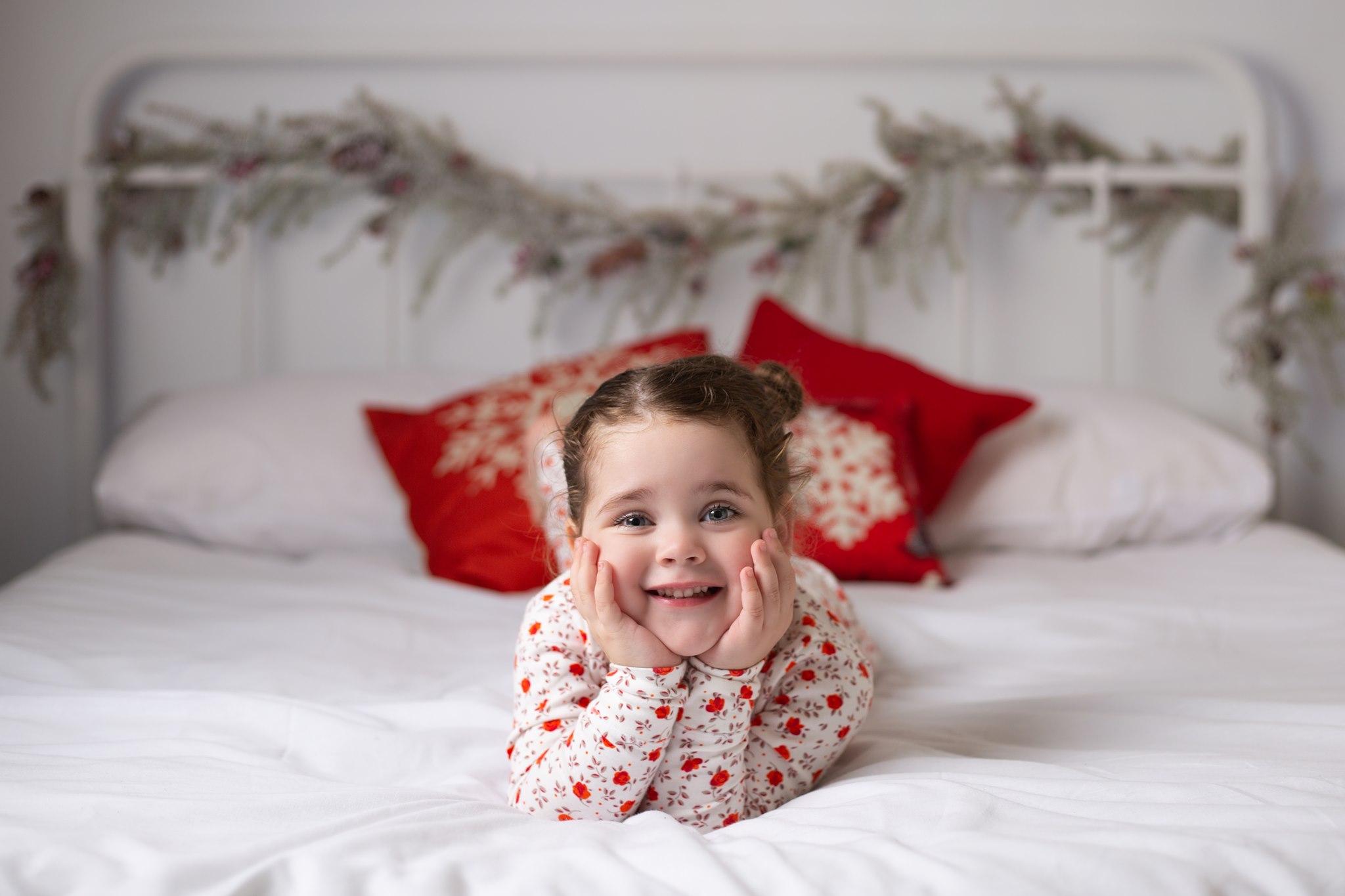 CHRISTMAS-MINI-XMAS-SESSION-CHRISTMAS-PHOTOSHOOT-CHRISTMAS-BED-WHITE-SET-WILLENHALL-WOLVERHAMPTON-WEST-MIDLANDS-3.jpg