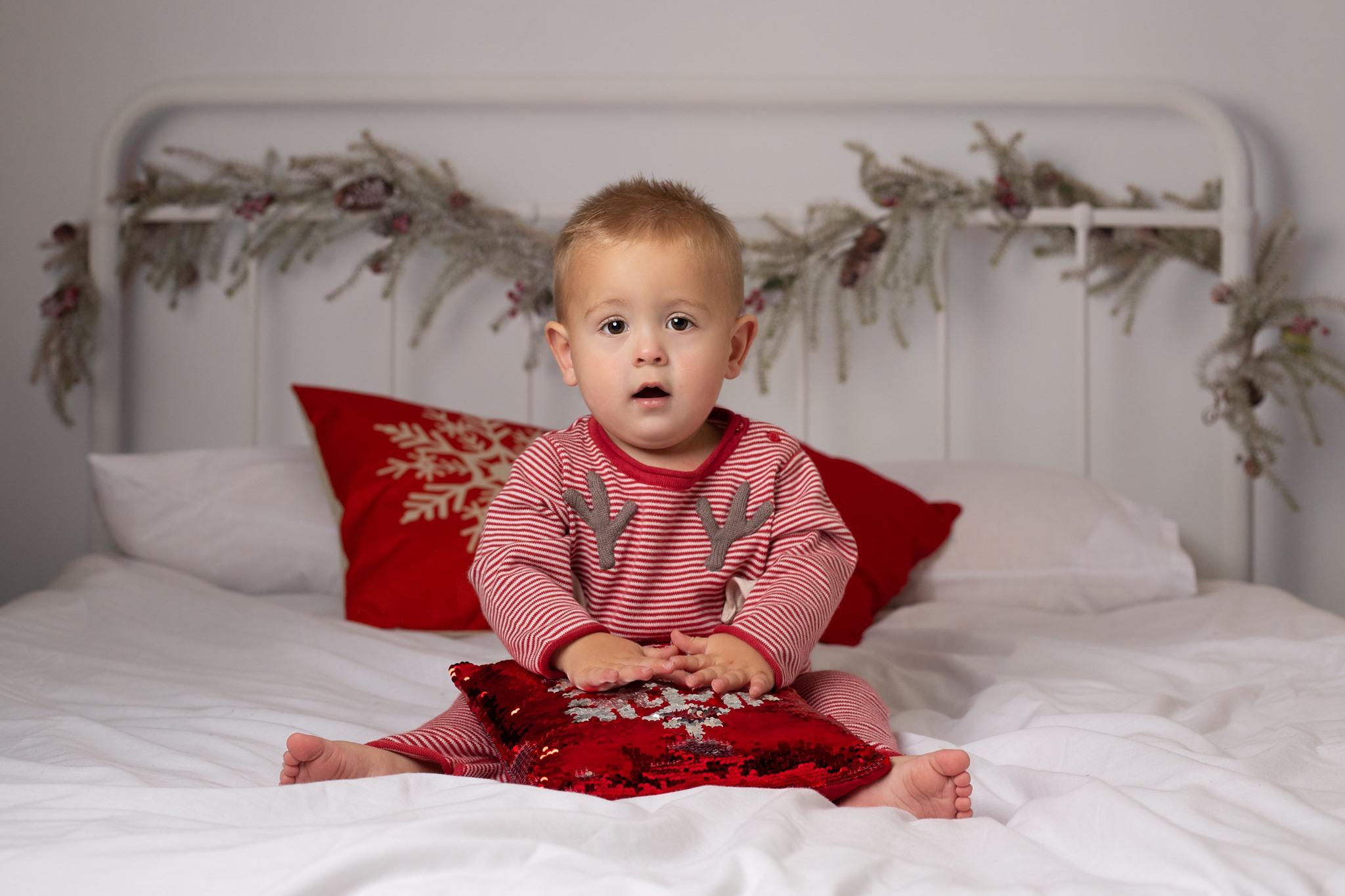 CHRISTMAS-MINI-XMAS-SESSION-CHRISTMAS-PHOTOSHOOT-CHRISTMAS-BED-WHITE-SET-WILLENHALL-WOLVERHAMPTON-WEST-MIDLANDS-6.jpg