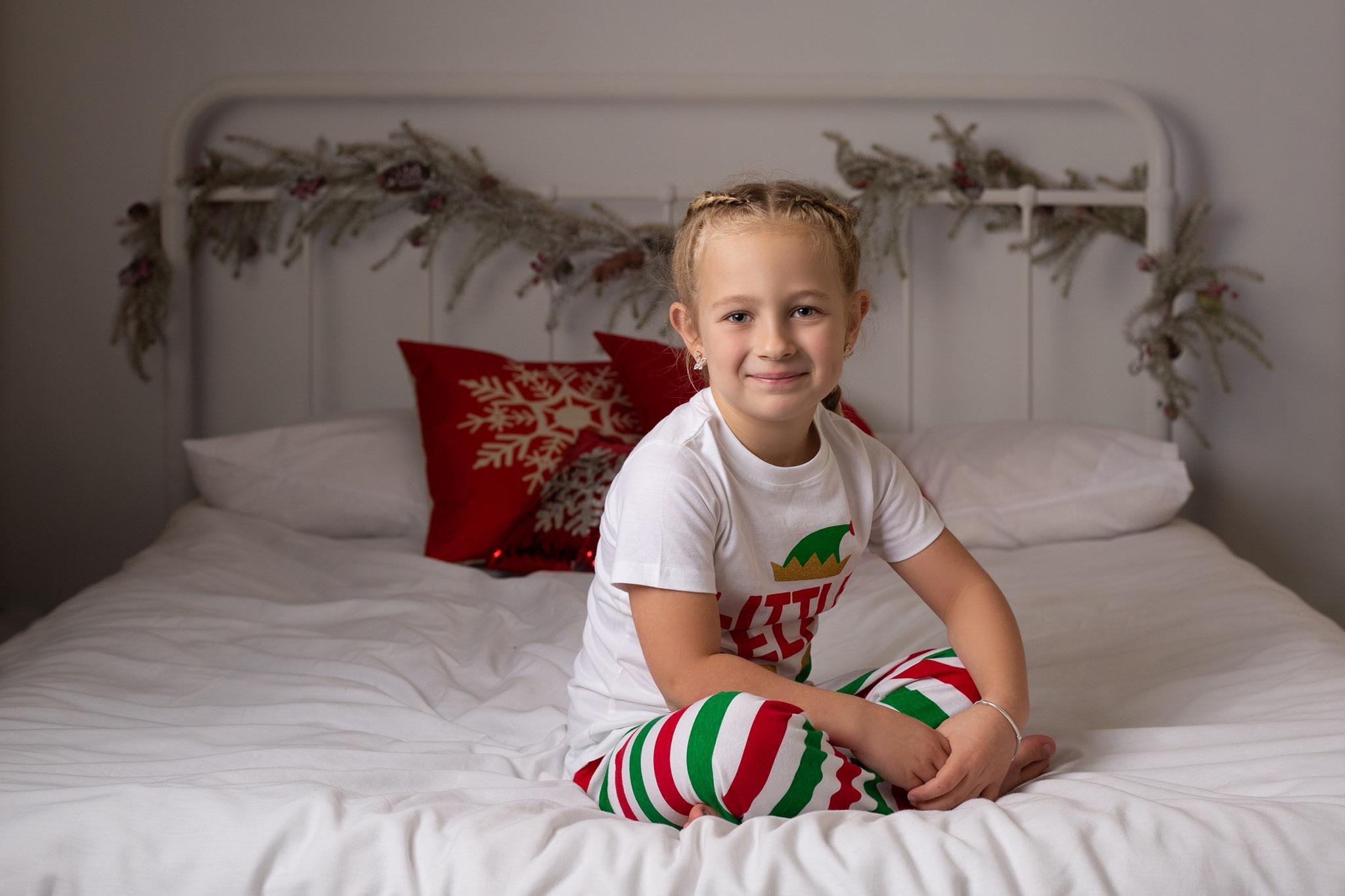 CHRISTMAS-MINI-XMAS-SESSION-CHRISTMAS-PHOTOSHOOT-CHRISTMAS-BED-WHITE-SET-WILLENHALL-WOLVERHAMPTON-WEST-MIDLANDS-1.jpg