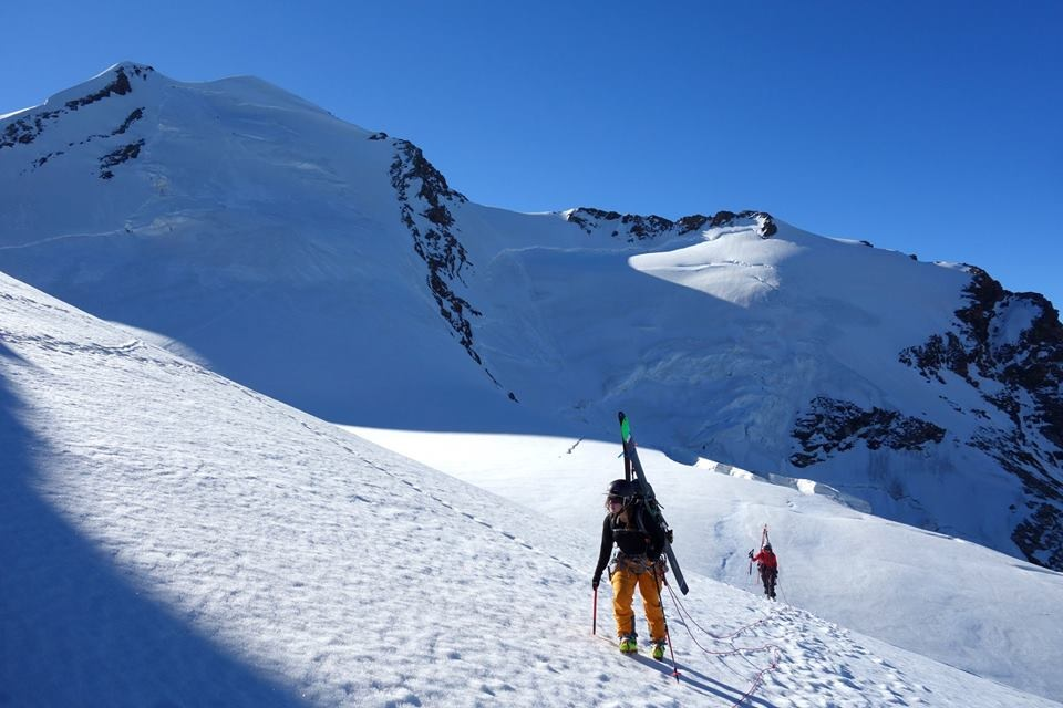 Hiking up towards Pollux, Photo: Rich Southcott