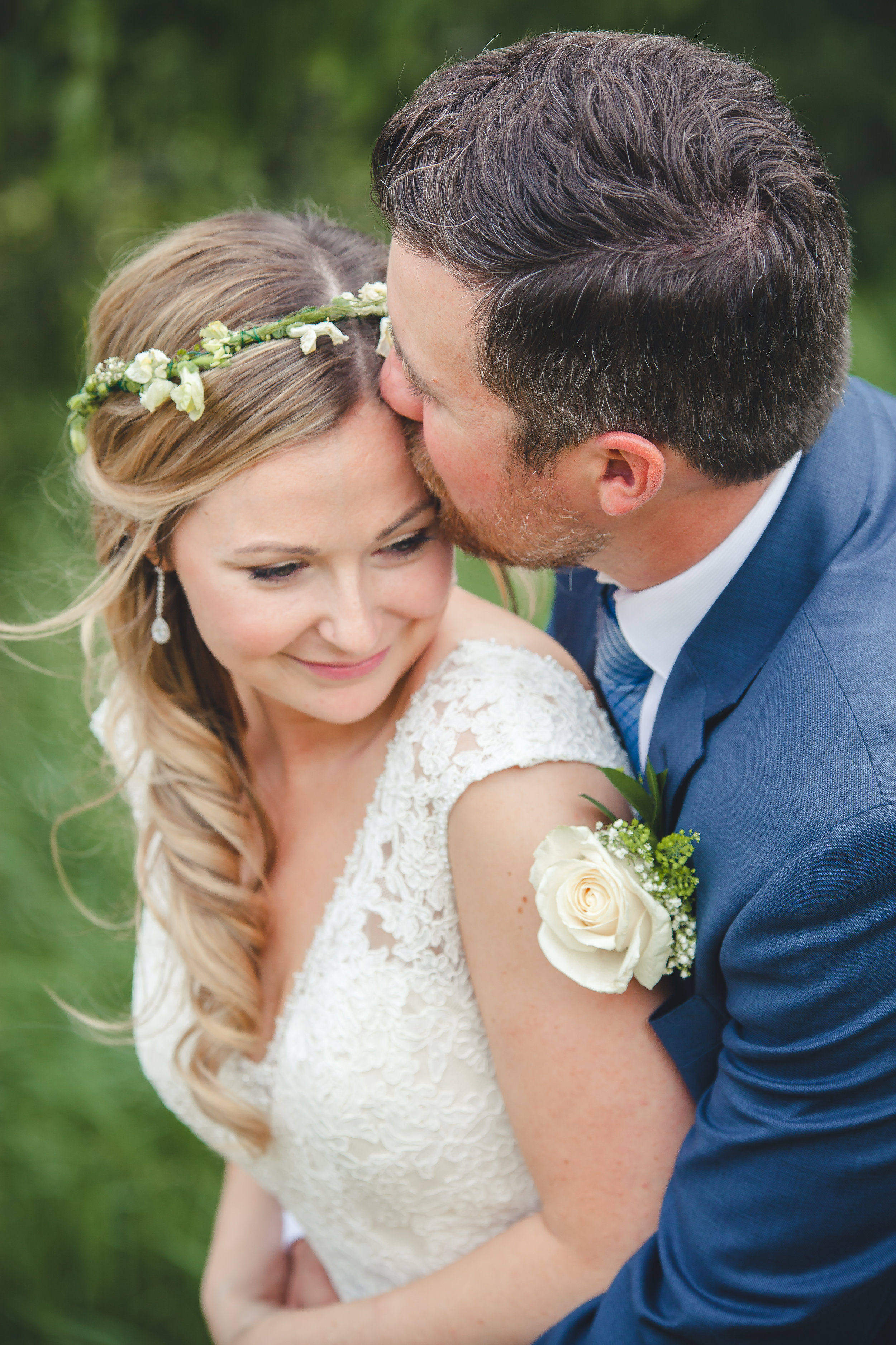 A gorgeous wedding featured in the beauty of the Barrie Country Club, boasting Seagrass & Champagne colors throughout. What an incredible day, filled with so many emotions, teary eyes and smiles.