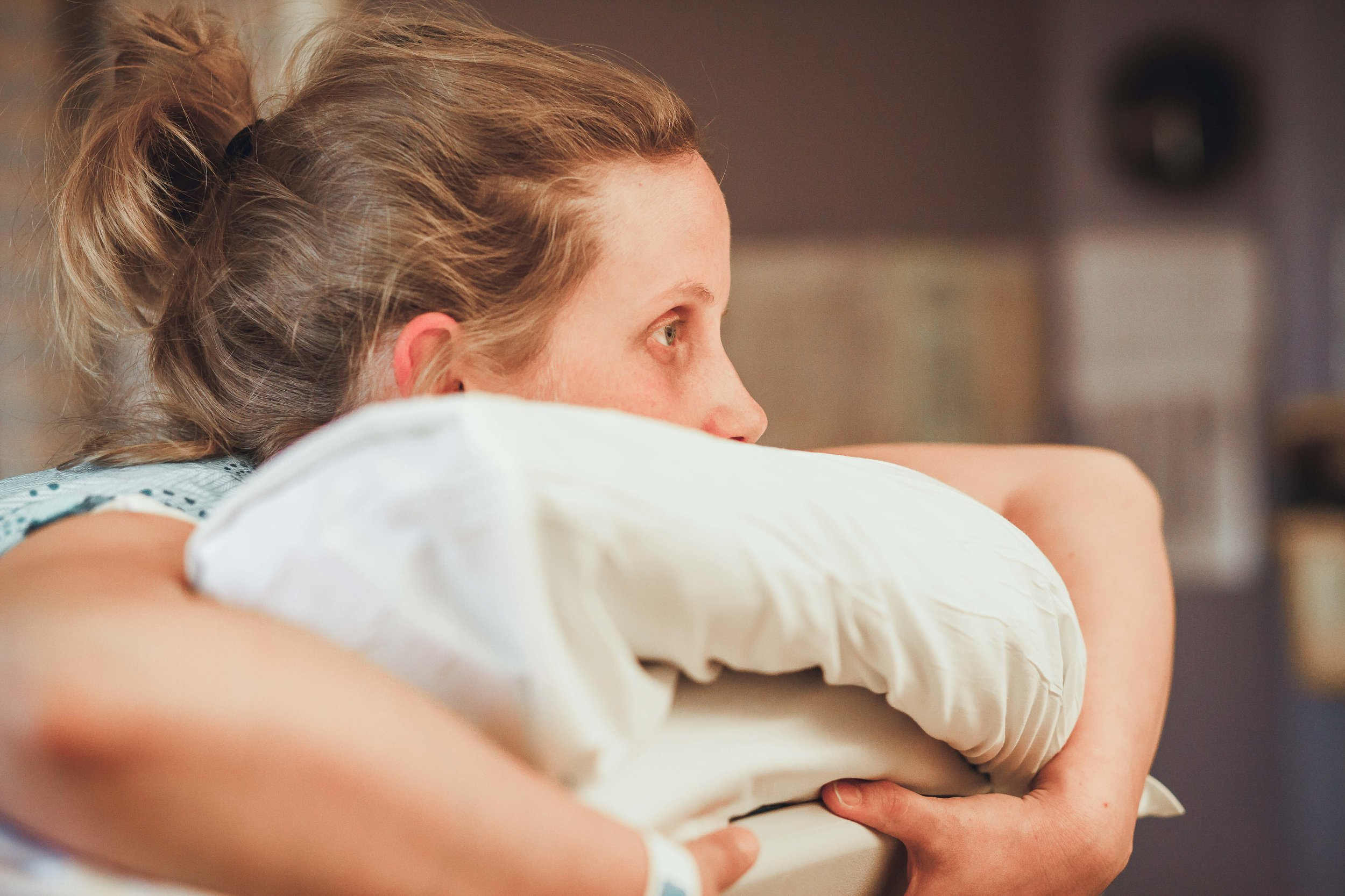 Birthing Photography- Mom in Labour