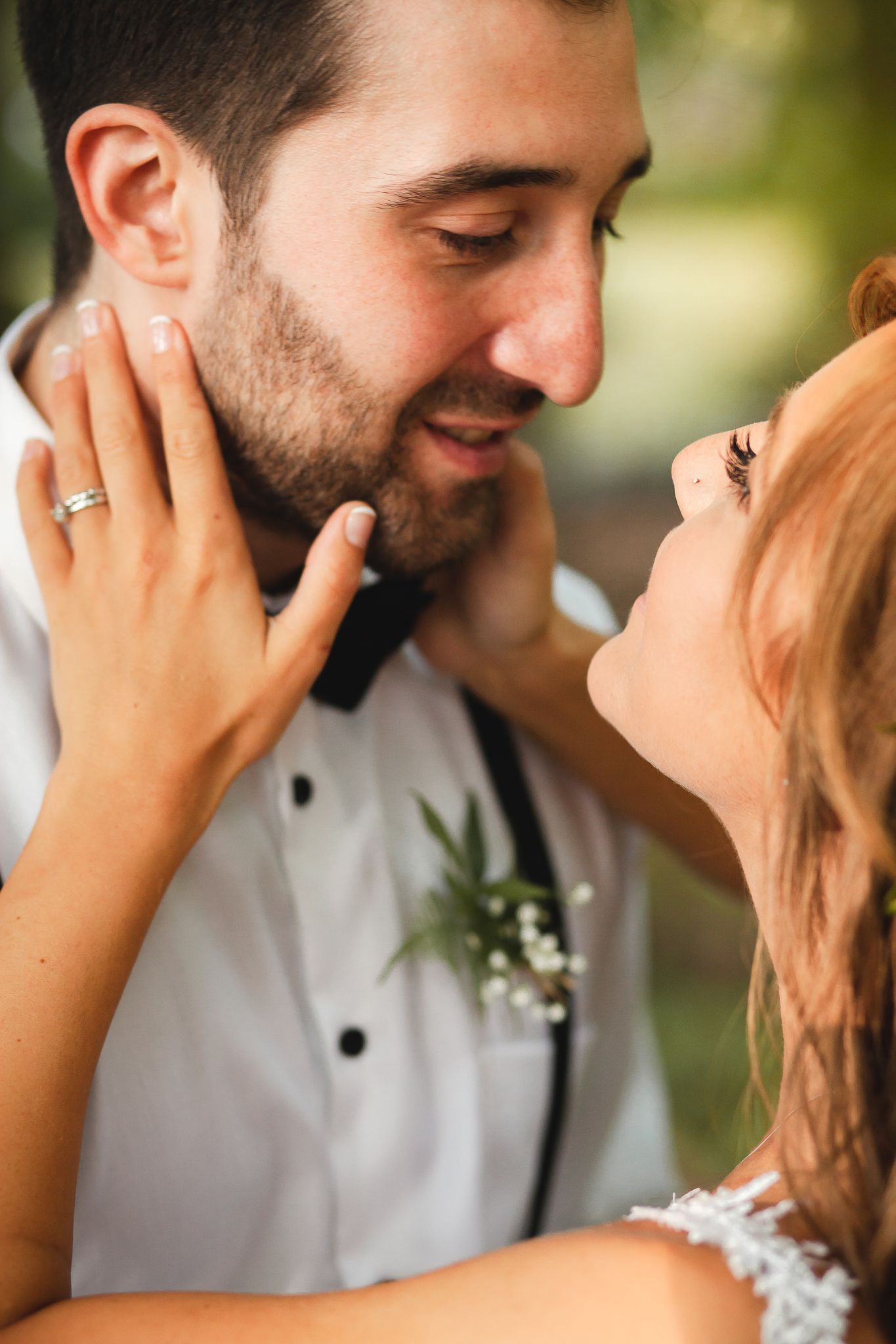 Amy D Photography- Bride and Groom- Wedding Poses- Muskoka Wedding- Barrie Wedding Photographer- Best Wedding Photographer- Muskoka Wedding Photography- Bride Pose- Groom Pose-6.jpg