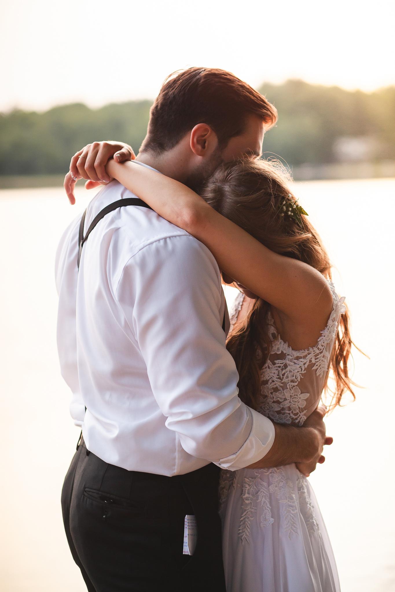 Amy D Photography- Bride and Groom- Wedding Poses- Muskoka Wedding- Barrie Wedding Photographer- Best Wedding Photographer- Muskoka Wedding Photography- Bride Pose- Groom Pose-70.jpg