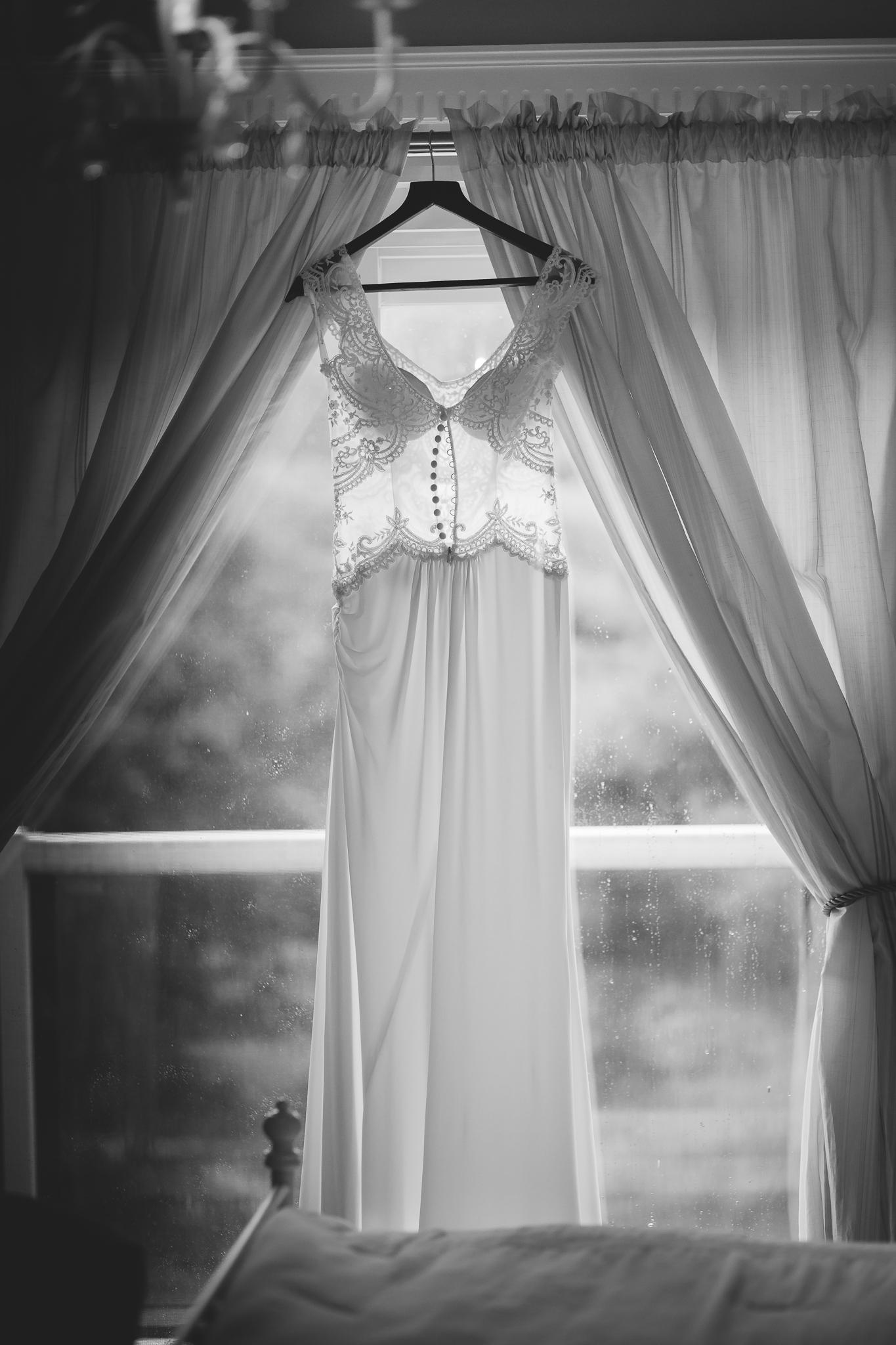 Amy D Photography- Barrie Wedding Photography- Bride Getting Ready- Muskoka Wedding Photography- Best Wedding Photographers (128 of 130).jpg