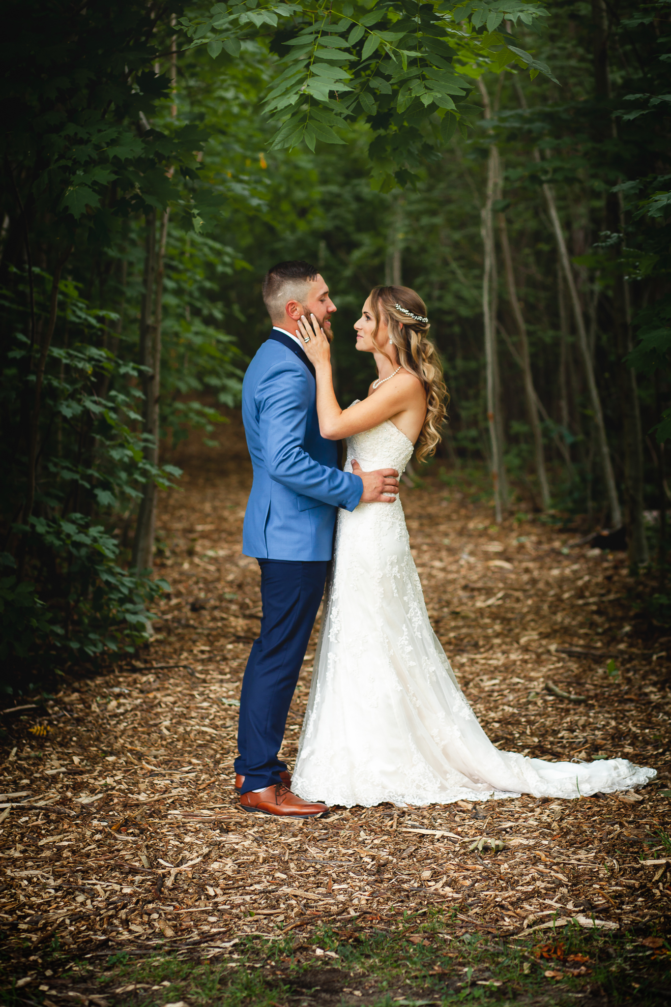 Barrie Wedding Photography- Amy D Photography- Bride and Groom Poses- Snow Valley Wedding- Bride Pose- Groom Pose- Wedding Photography Poses-2.jpg