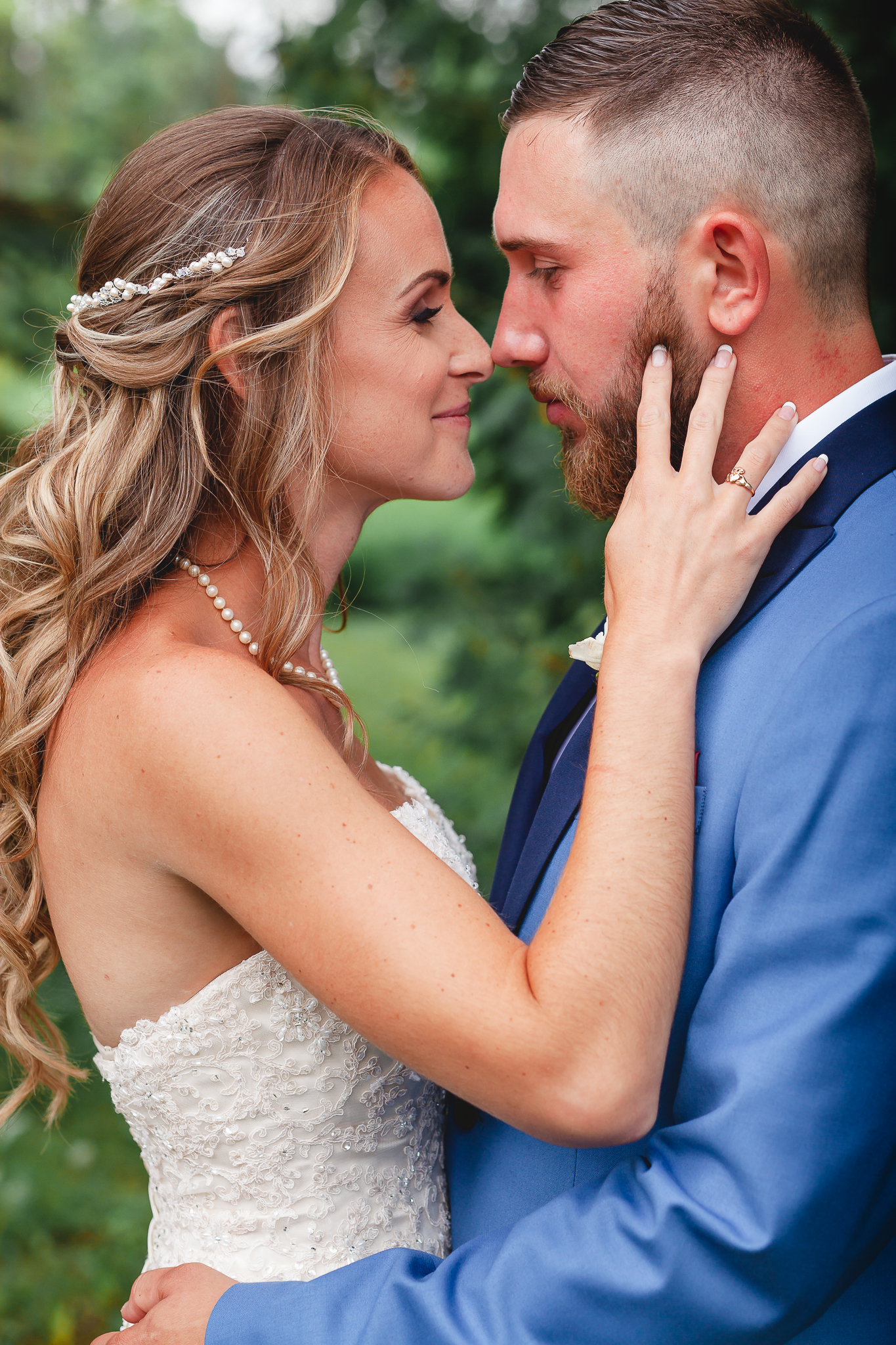 Barrie Wedding Photography- Amy D Photography- Bride and Groom Poses- Snow Valley Wedding- Bride Pose- Groom Pose- Wedding Photography Poses-36.jpg