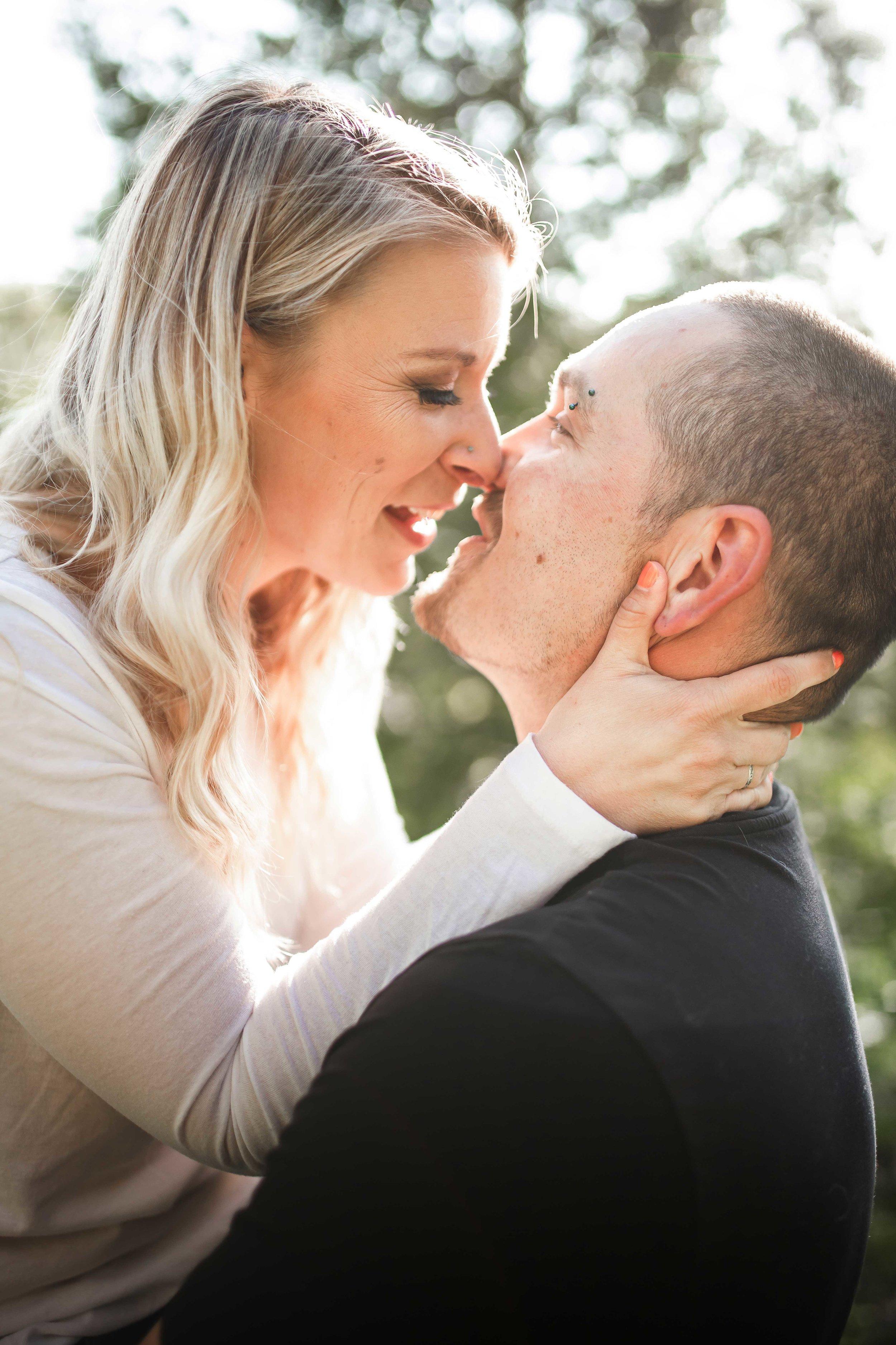 Amy-D-Photography--Wedding-Photography--Barrie-Wedding-Photography--Engagement-Session---Engagement-Pose-8.jpg