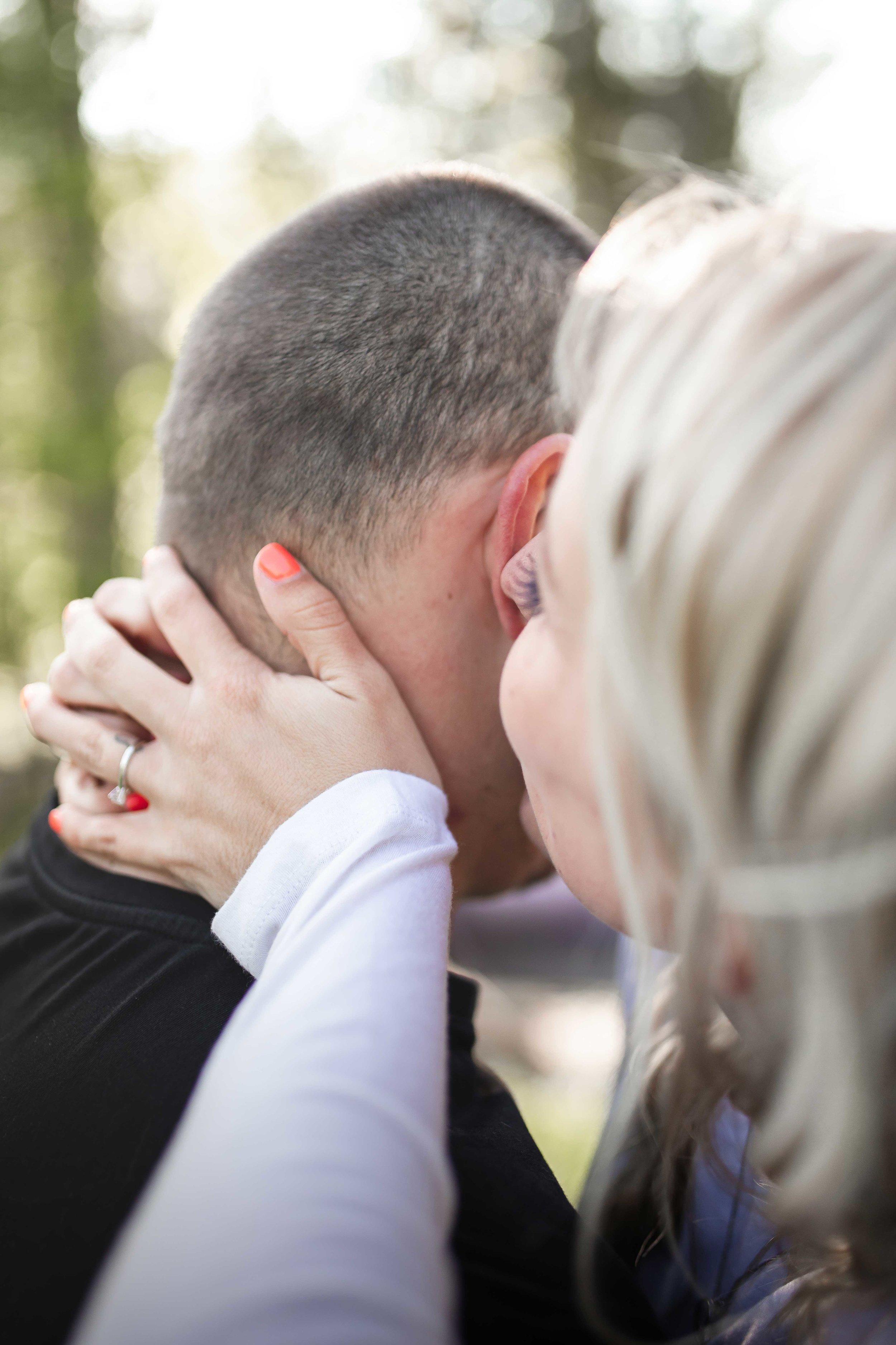 Amy-D-Photography--Wedding-Photography--Barrie-Wedding-Photography--Engagement-Session---Engagement-Pose-26.jpg