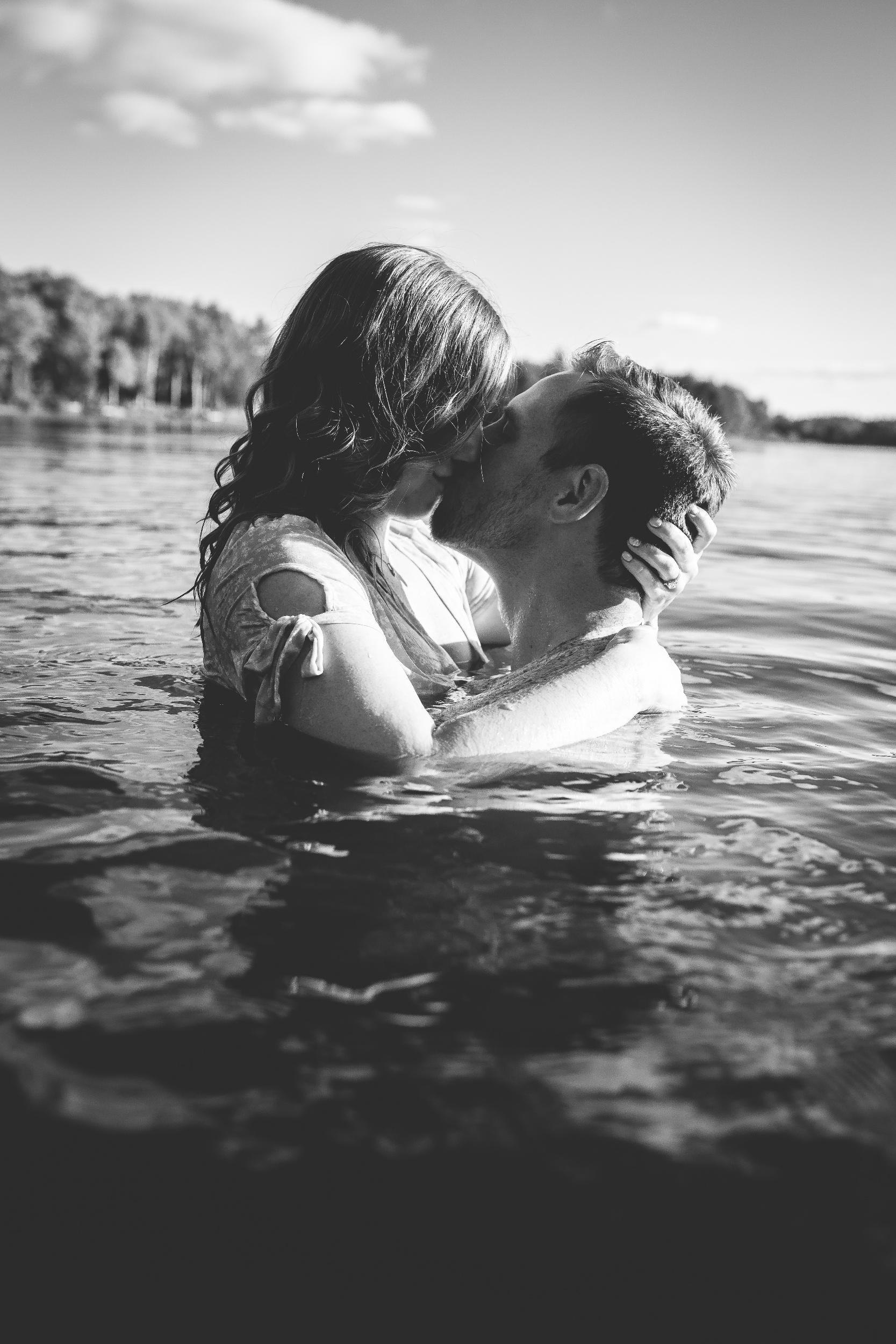 processed_Amy D Photography- Barrie Wedding Photographer-Cottage Engagement- Engagement Pose- Muskoka Wedding Photographer-105.jpg