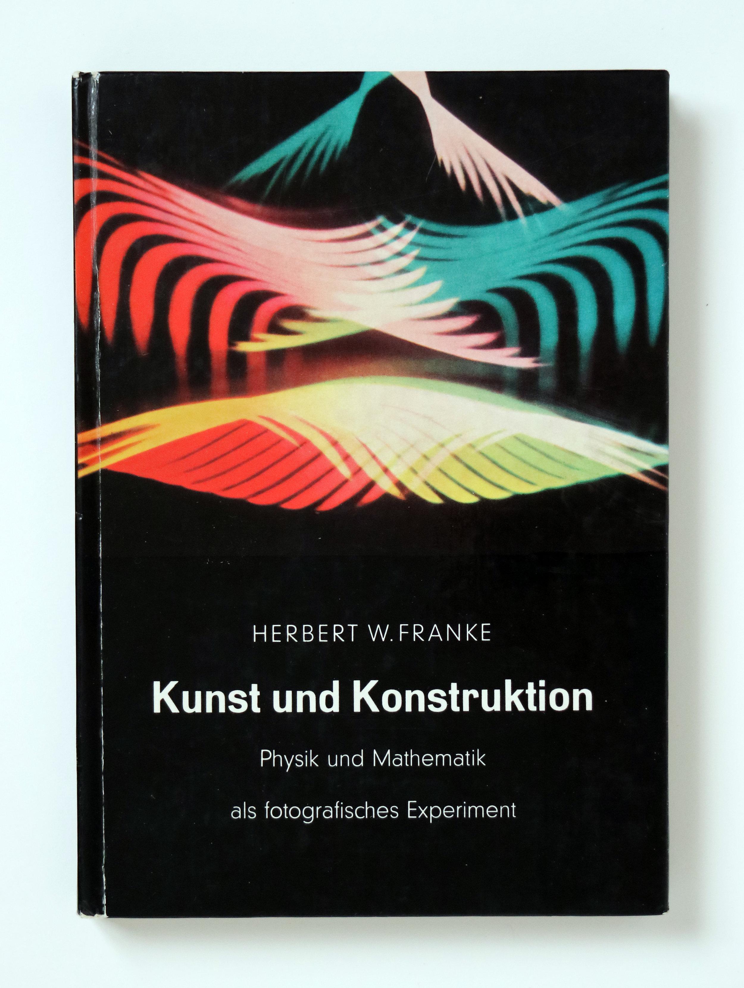 Herbert W. Franke:  Kunst und Konstruktion. Physik und Mathematik als fotografisches Experiment.  F. Bruckmann Verlag, Munich, 1957