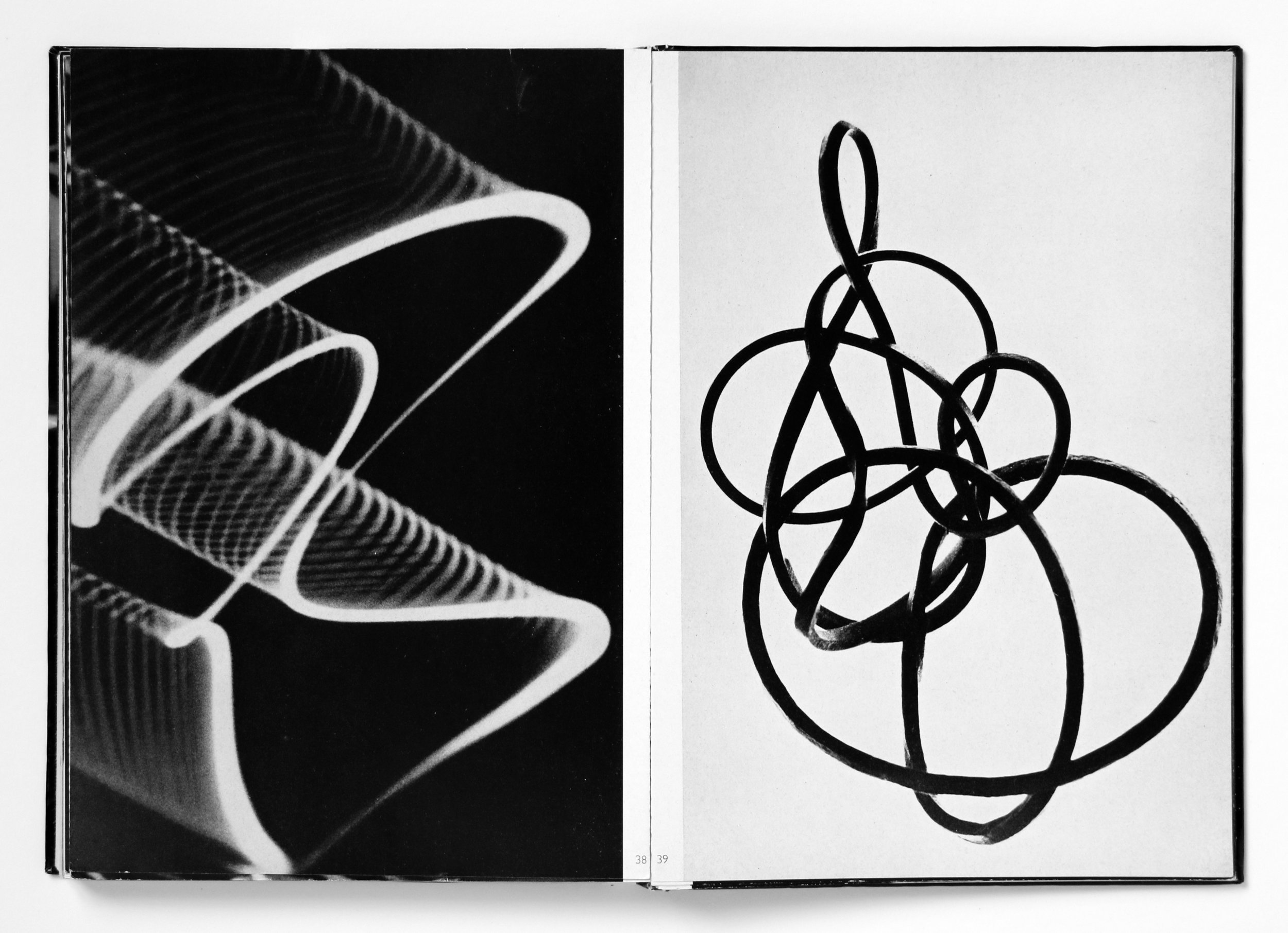 Double page 38/39 from  Kunst und Konstruktion : (l.): Herbert W. Franke and Andres Hübner,  Pendulum Oscillogram , Contaflex, photographed from a screen; (r.): idem,  Verdrillter Gummiring , camera photograph; both photographs not dated (c. 1957)