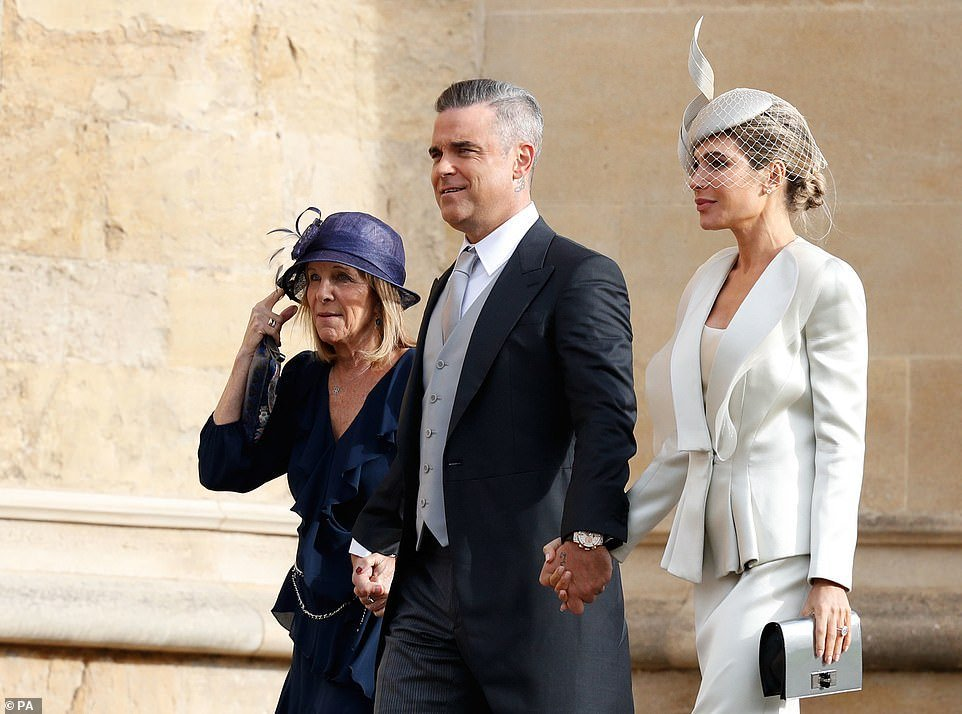 princess-eugenies-royal-wedding-demi-moore-and-liv-tyler-arrive.jpg