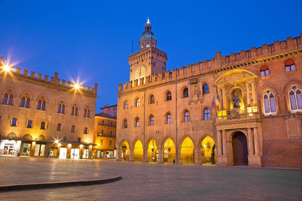 Bologna-il-Palazzo-Comunale.jpg
