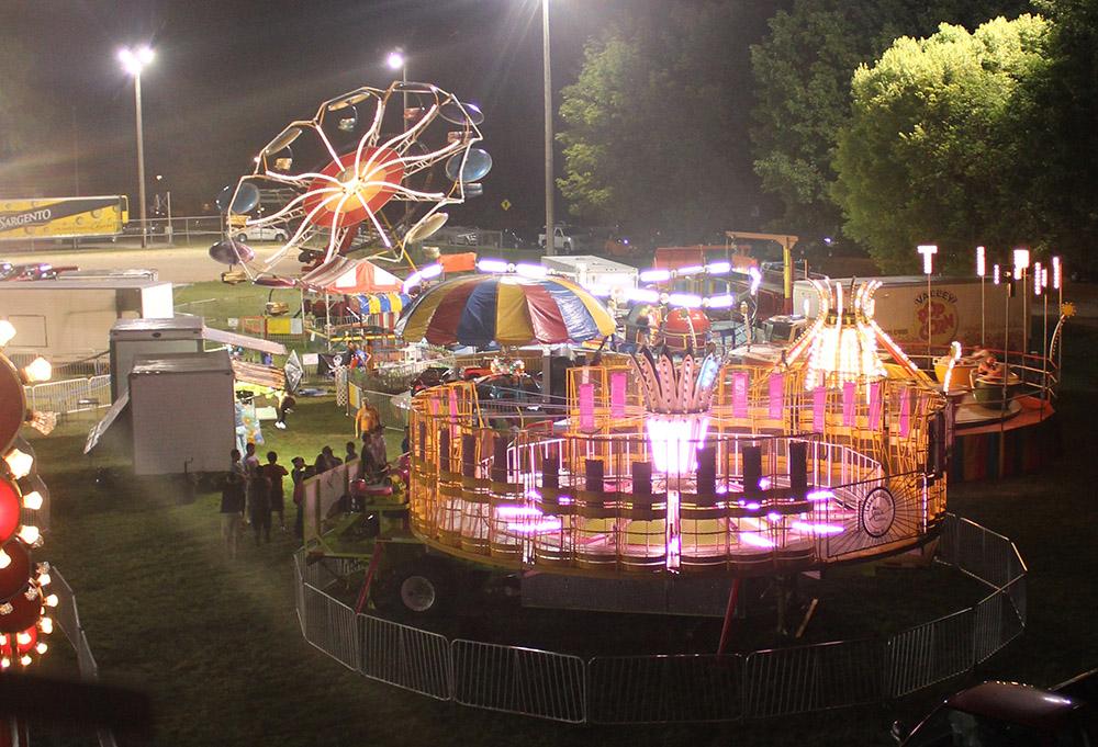 carnival-rides-2014-08-01.jpg