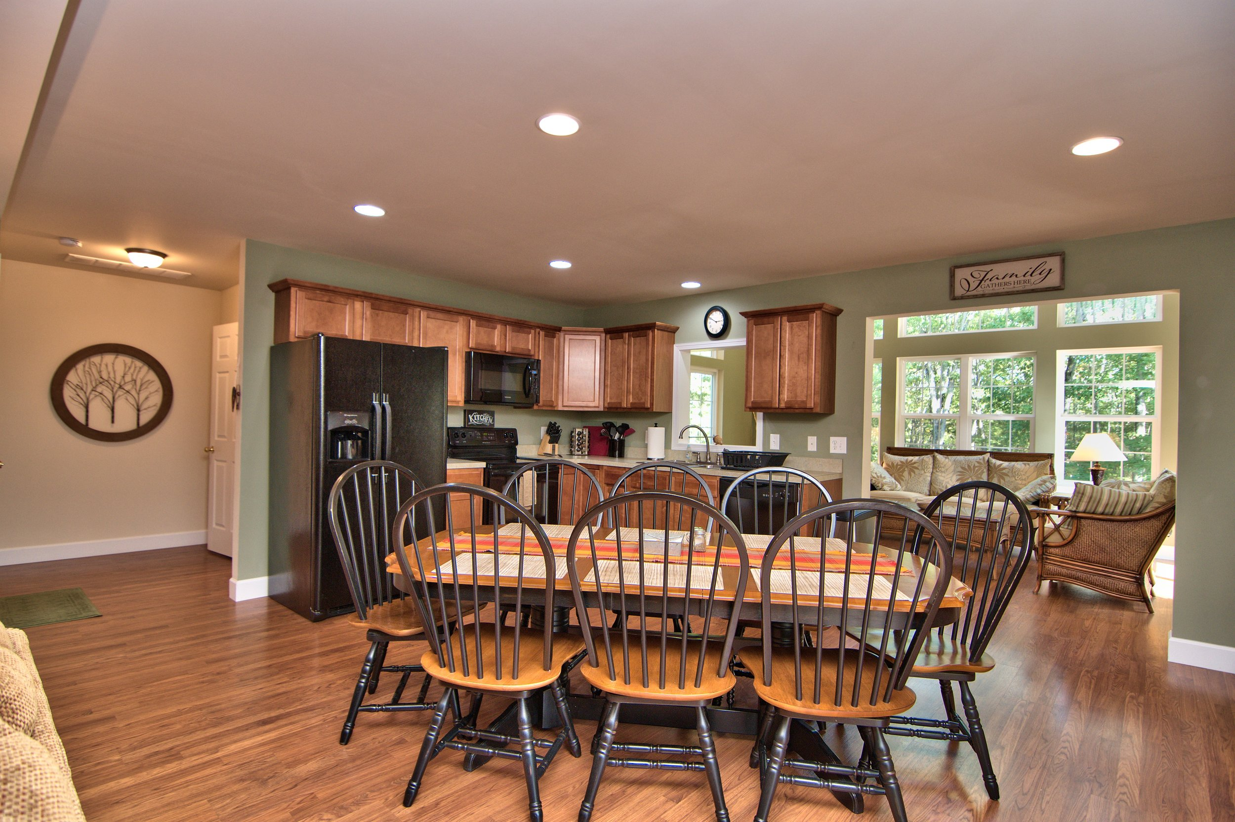 Kitchen Dining Area View 1.jpg