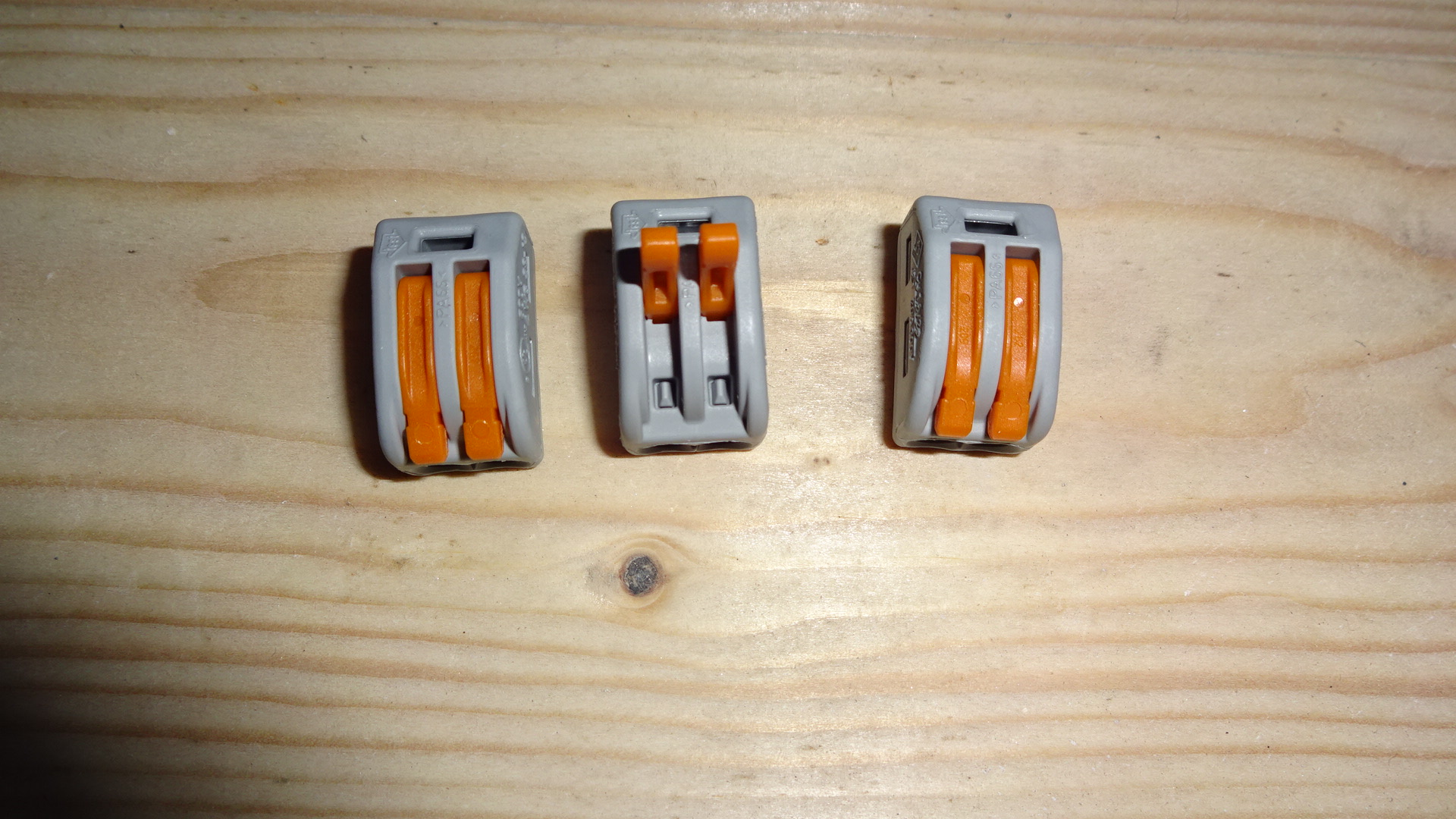 p) Here are the cheeky chaps - the orange lever flips up and allows the wire to enter into the chamber. Once the orange lever is flipped down, the cable is locked in place and contact can be made with the chamber next to it.