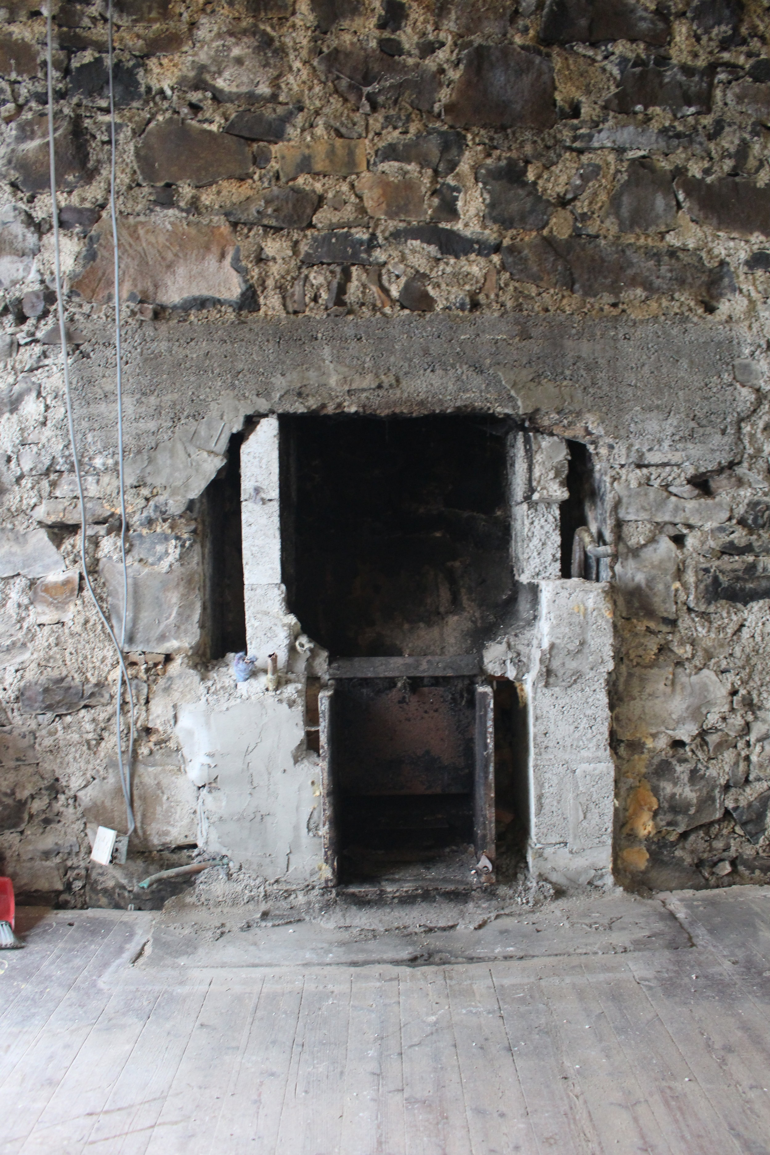 Whilst removing the block work built around the stove, we noticed that the original lintel, comprising of iron straps between layers of rough poured concrete, had been chopped into to fit in the blockwork.