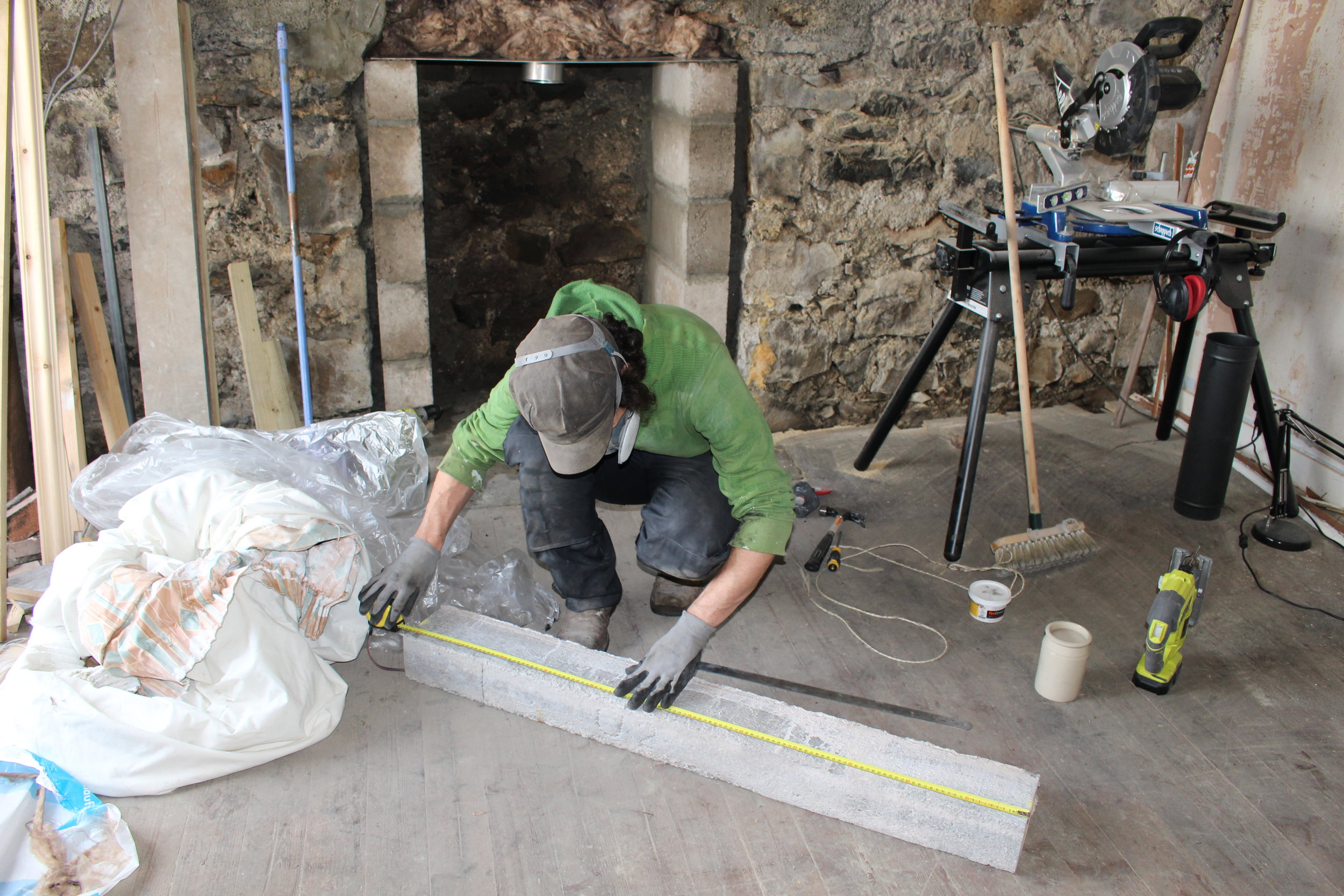 With the insulation in place, the last thing to fit before the vermiculate back-fill, was the concrete lintel. This had to be measured and cut - including the steel reinforcing rods which commanded quite a bit of effort!