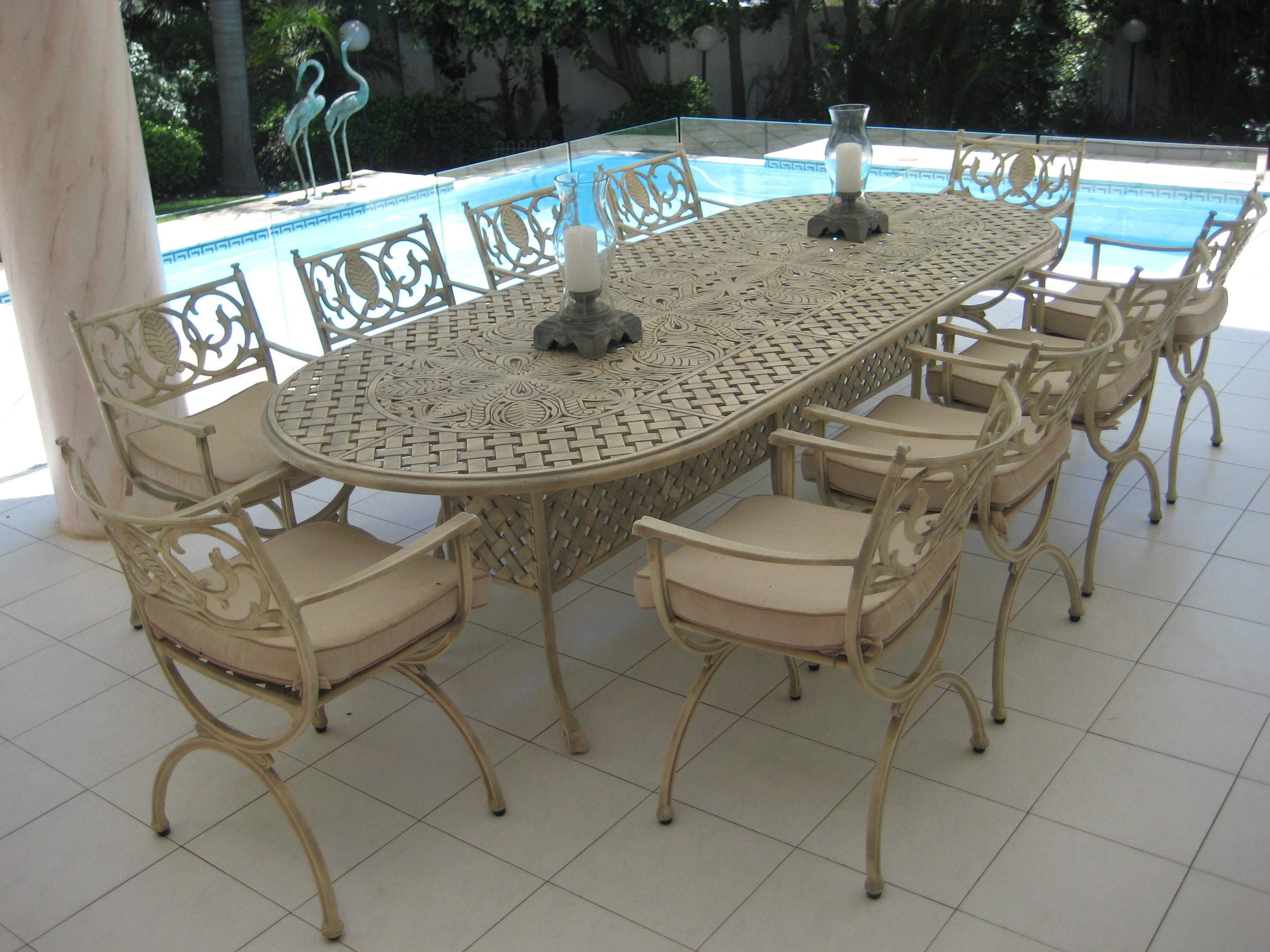 Sorian 10 seater table with a box base and Vienne carvers