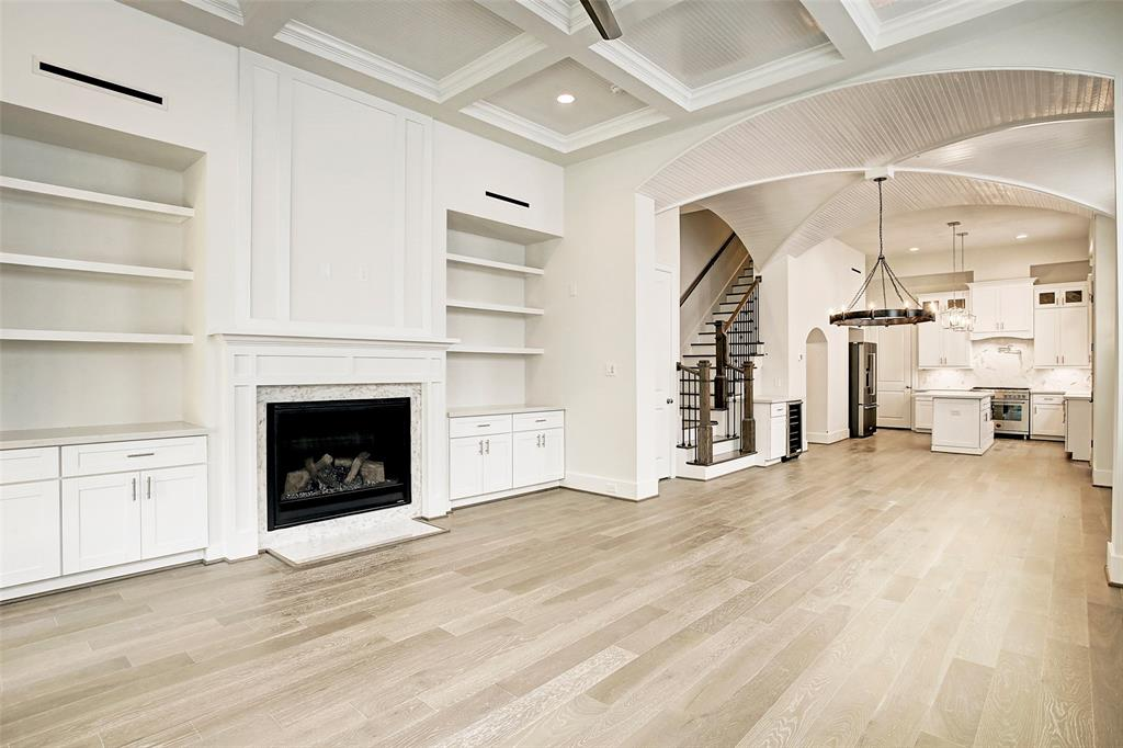 Image Source: HAR.com (Gorgeous Houston Listing- No staging)