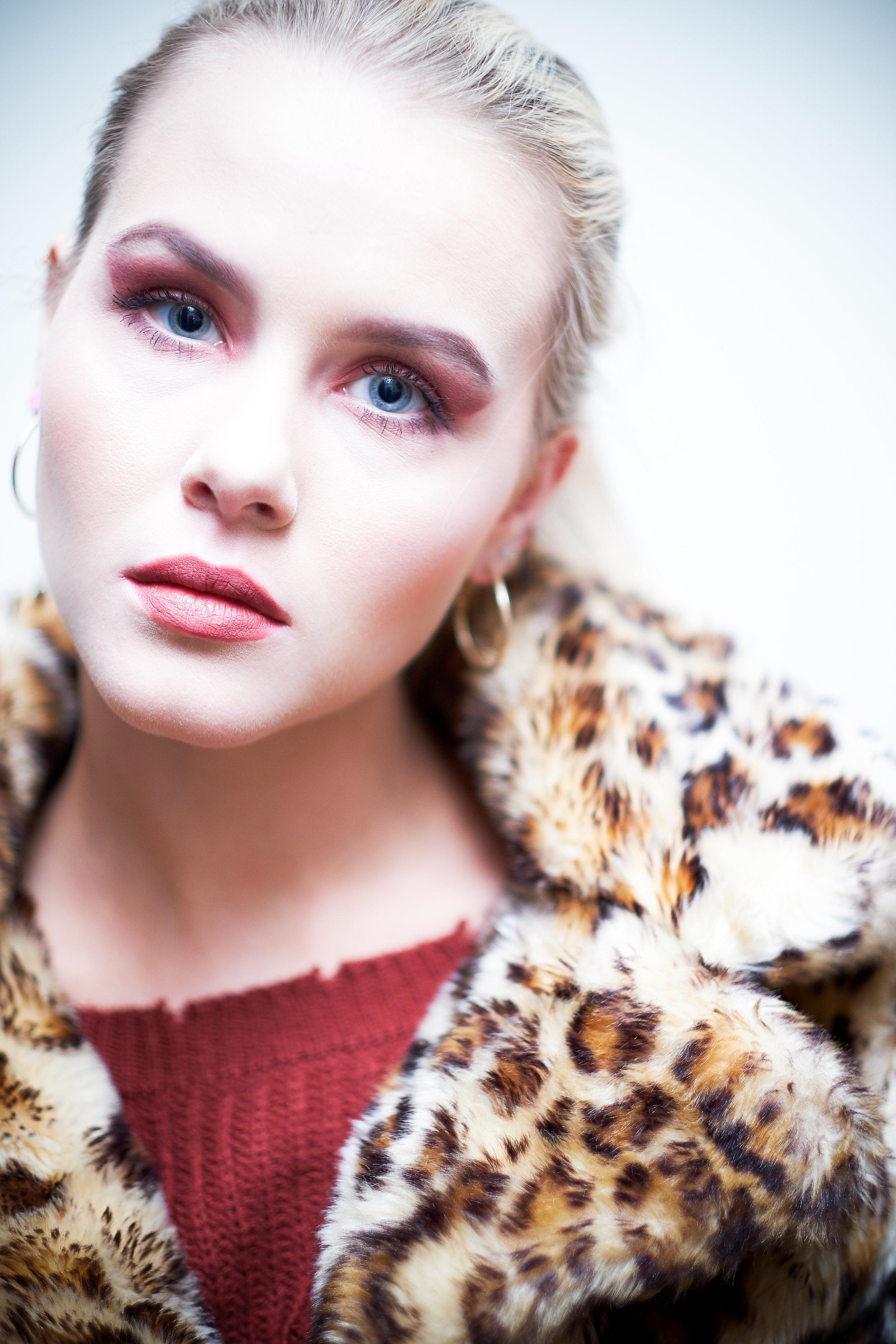 lindesy with makeup-19.jpg