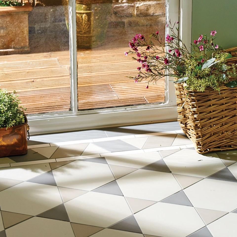victorian-floor-tile-hexham-pattern-with-rossetti-border-in-chester-mews-holkham-dune-and-revival-grey.jpg