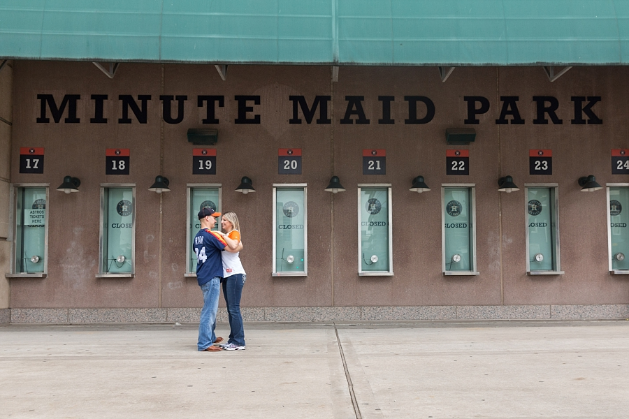 Stacy-Anderson-Photography-Houston-Astros-Baseball-engagement-photo_0034.jpg