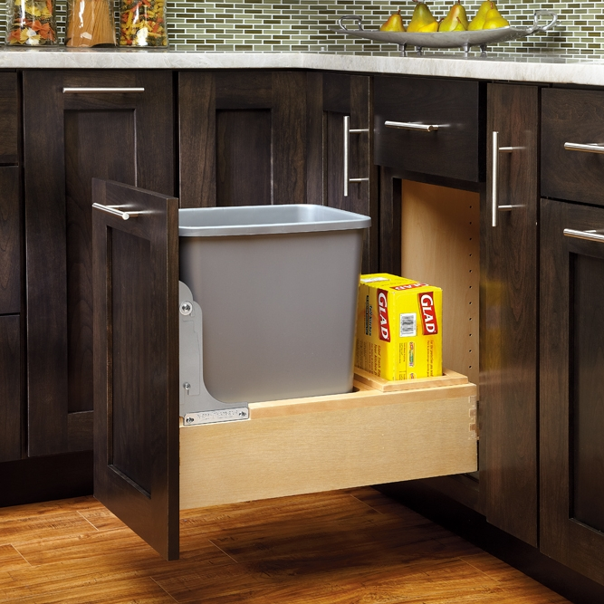 Single 35 qt. container with rear storage
